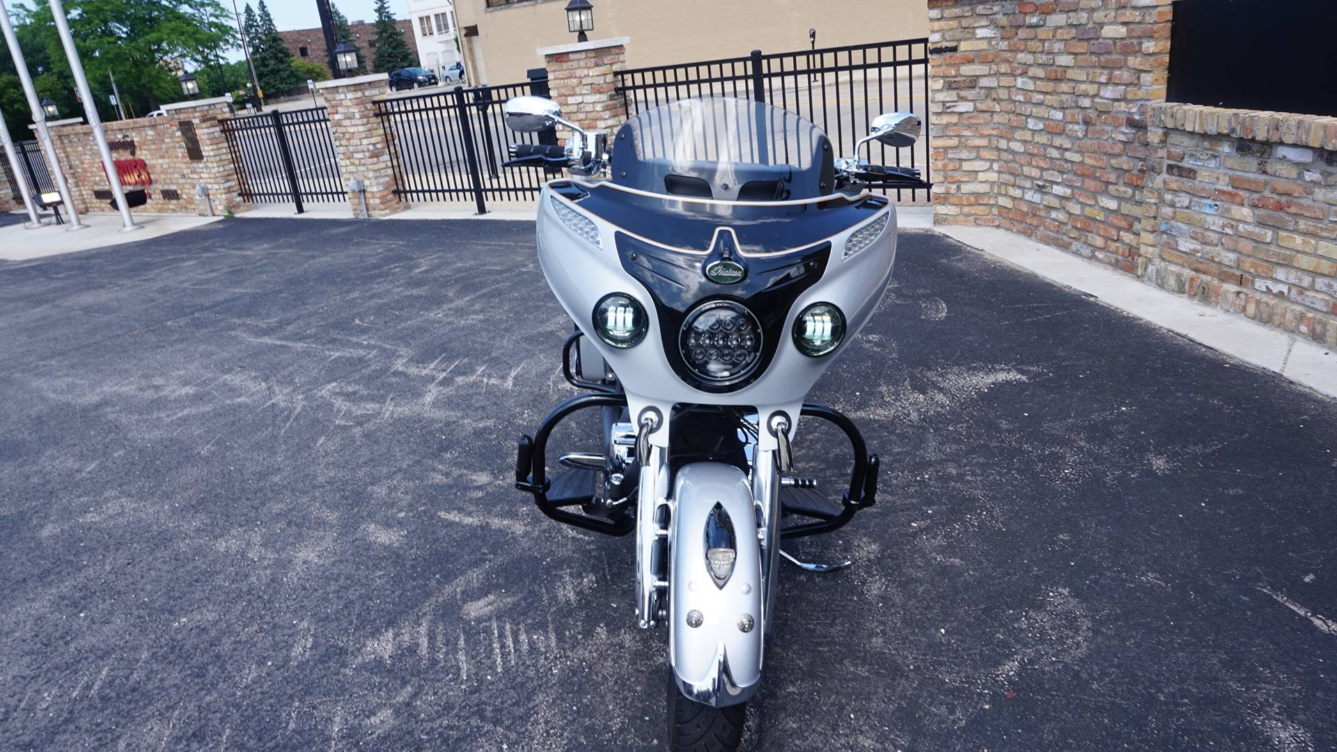 2017 Indian Chieftain® in Racine, Wisconsin - Photo 4