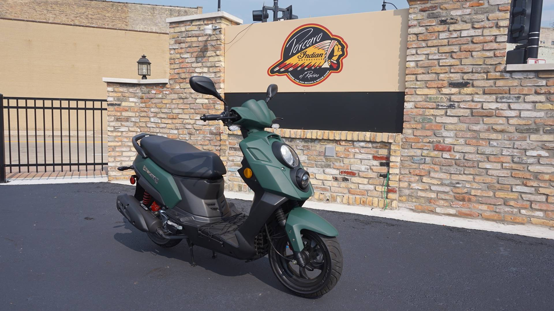 2016 Genuine Scooters Hooligan 170i in Racine, Wisconsin