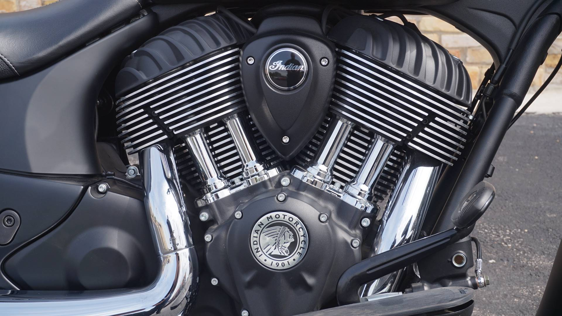 2018 Indian Chief® Dark Horse® ABS in Racine, Wisconsin - Photo 6