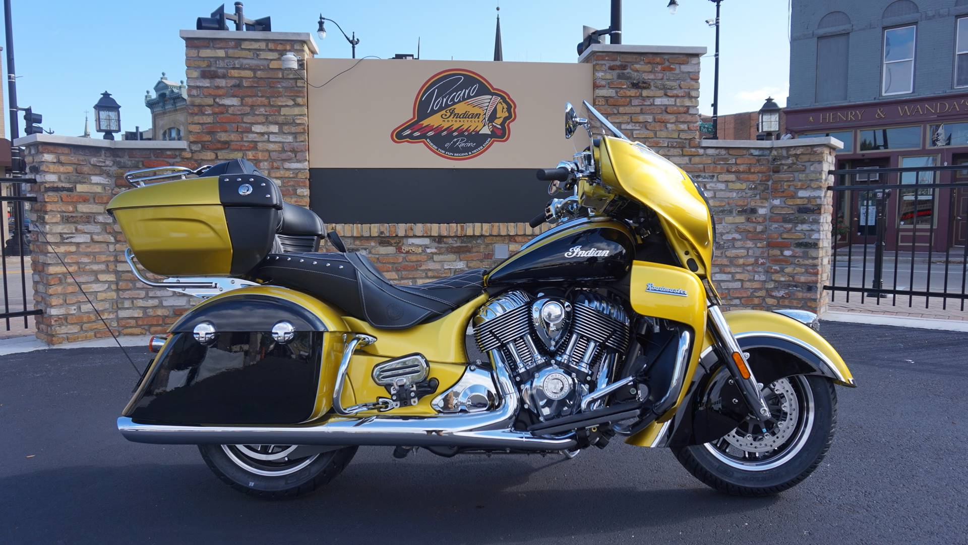 2018 Indian Roadmaster® Icon Series in Racine, Wisconsin