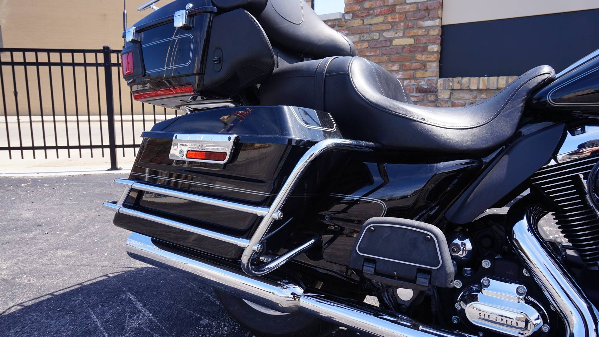 2010 Harley-Davidson Ultra Classic® Electra Glide® in Racine, Wisconsin - Photo 4