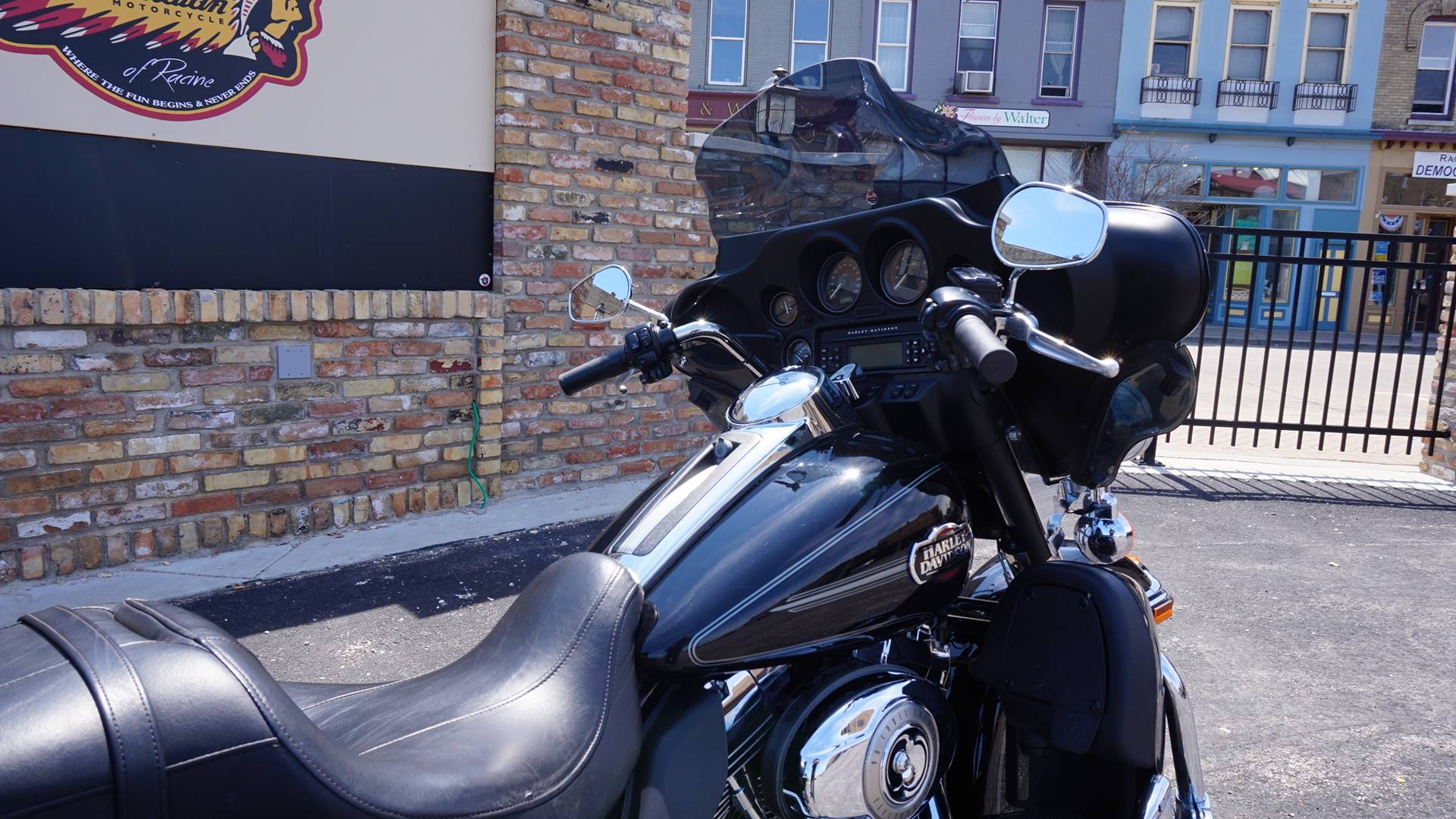 2010 Harley-Davidson Ultra Classic® Electra Glide® in Racine, Wisconsin - Photo 6