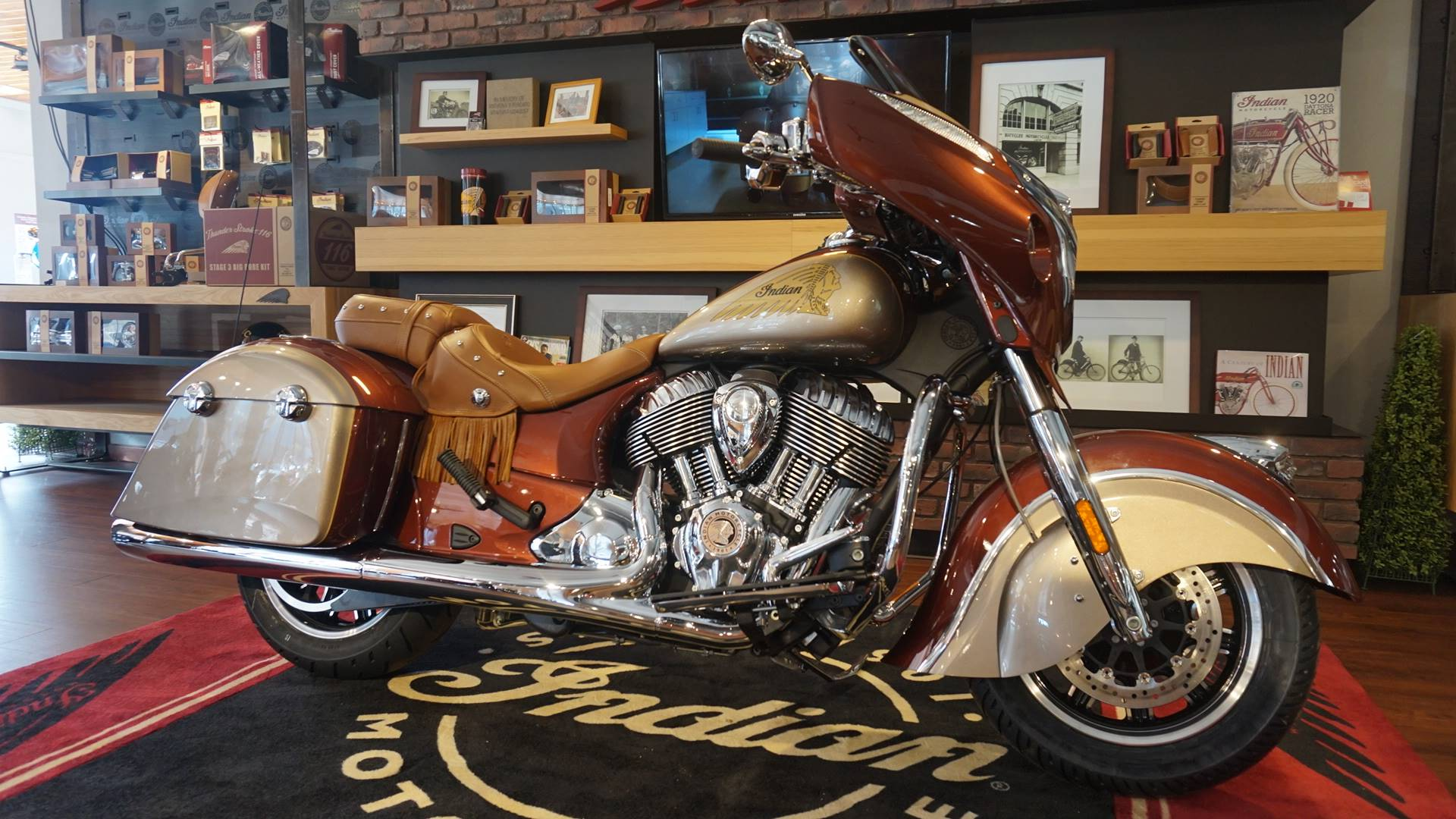 2019 Indian Chieftain® Classic Icon Series in Racine, Wisconsin - Photo 2