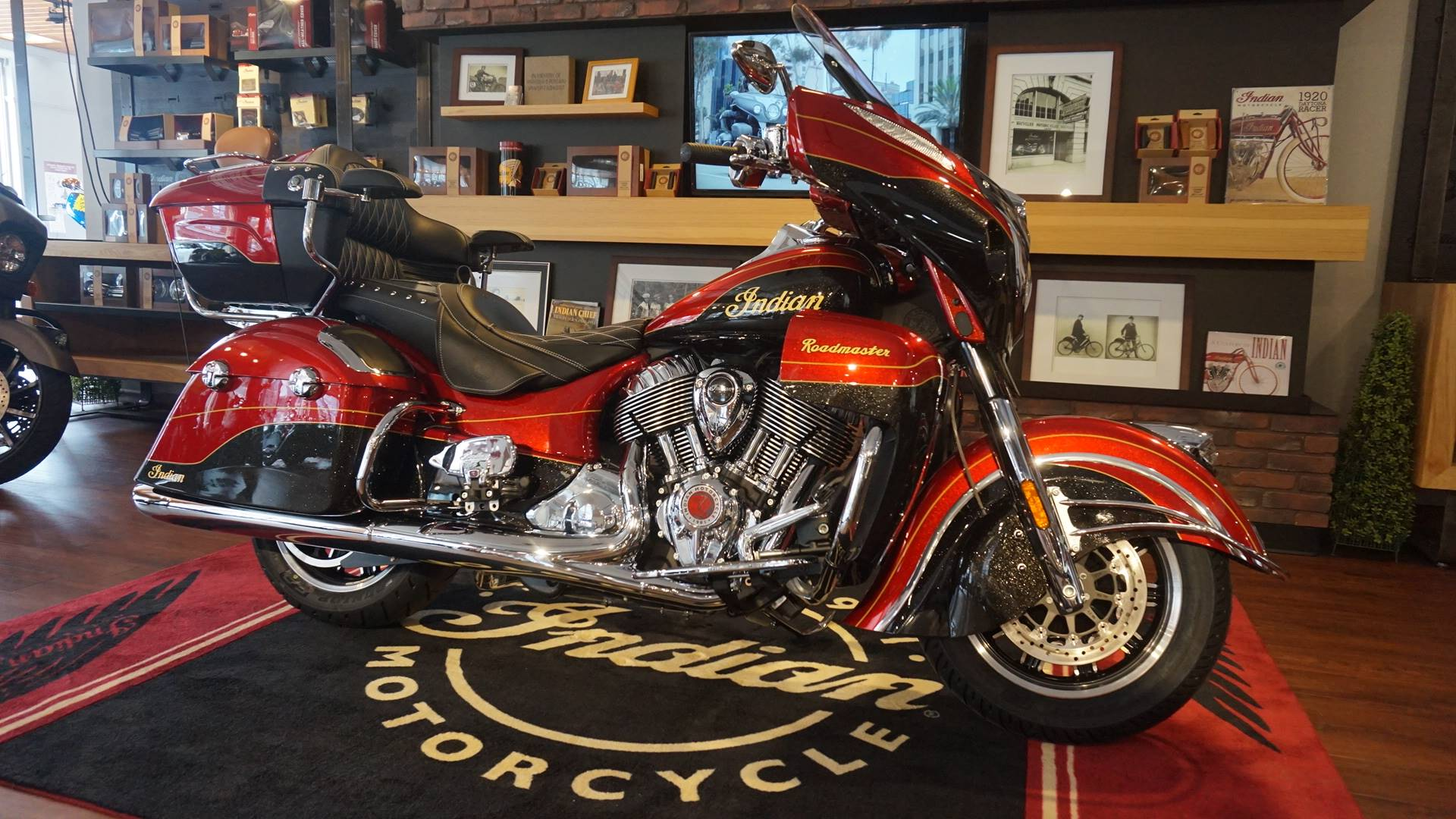 2019 Indian Roadmaster® Elite ABS in Racine, Wisconsin - Photo 1