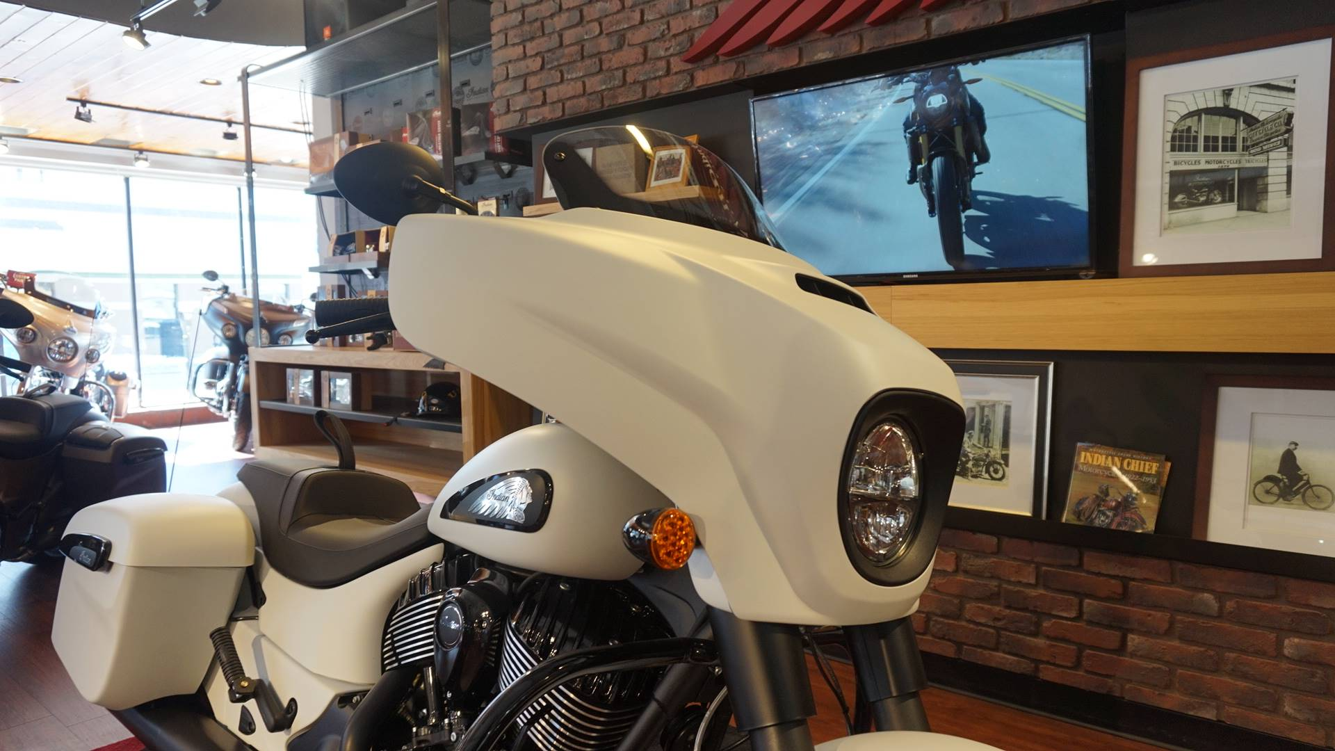 2019 Indian Chieftain® Dark Horse® ABS in Racine, Wisconsin - Photo 4