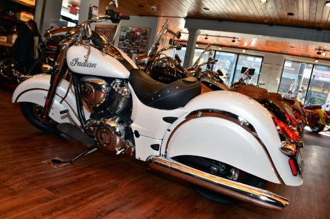 2016 Indian Chief® Classic in Racine, Wisconsin