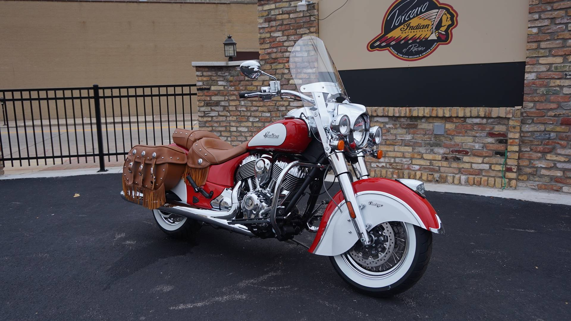 2019 Indian Chief® Vintage Icon Series in Racine, Wisconsin - Photo 2