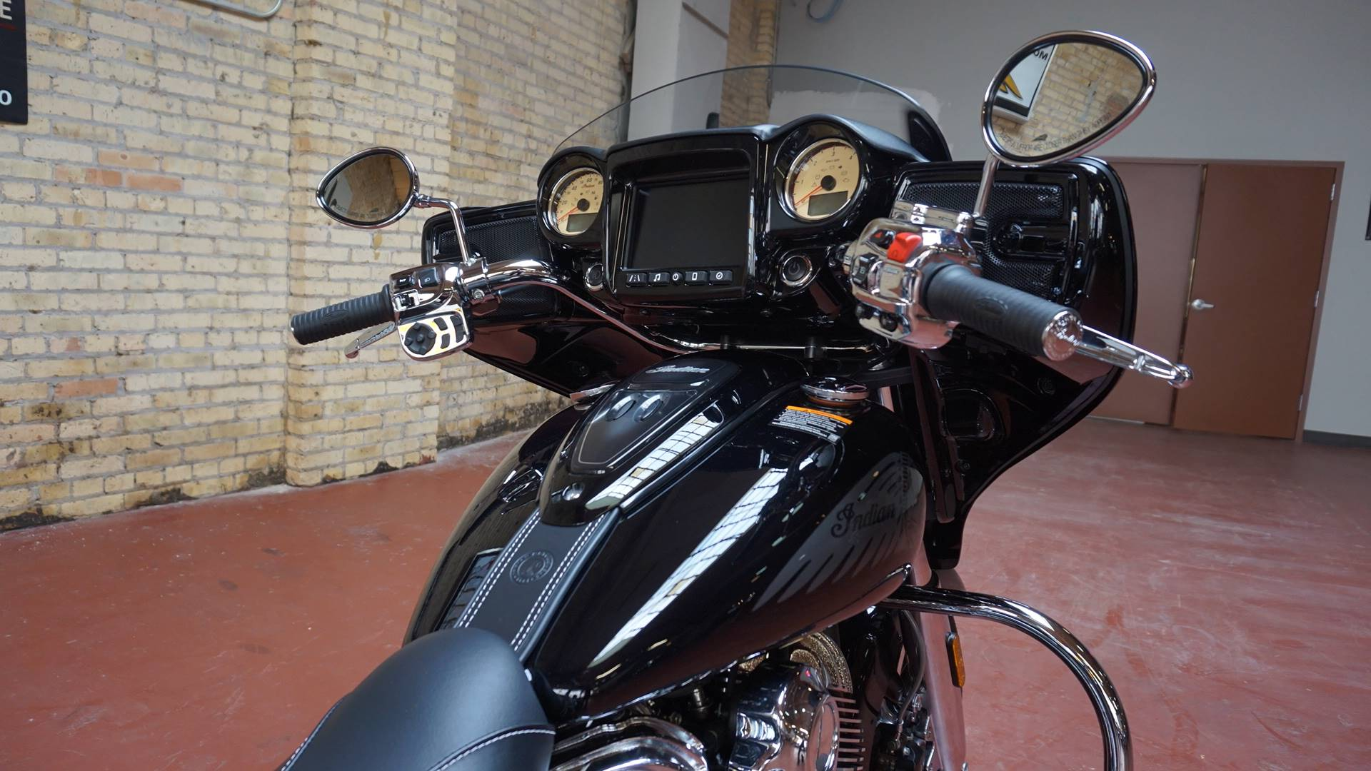 2017 Indian Chieftain® Limited in Racine, Wisconsin