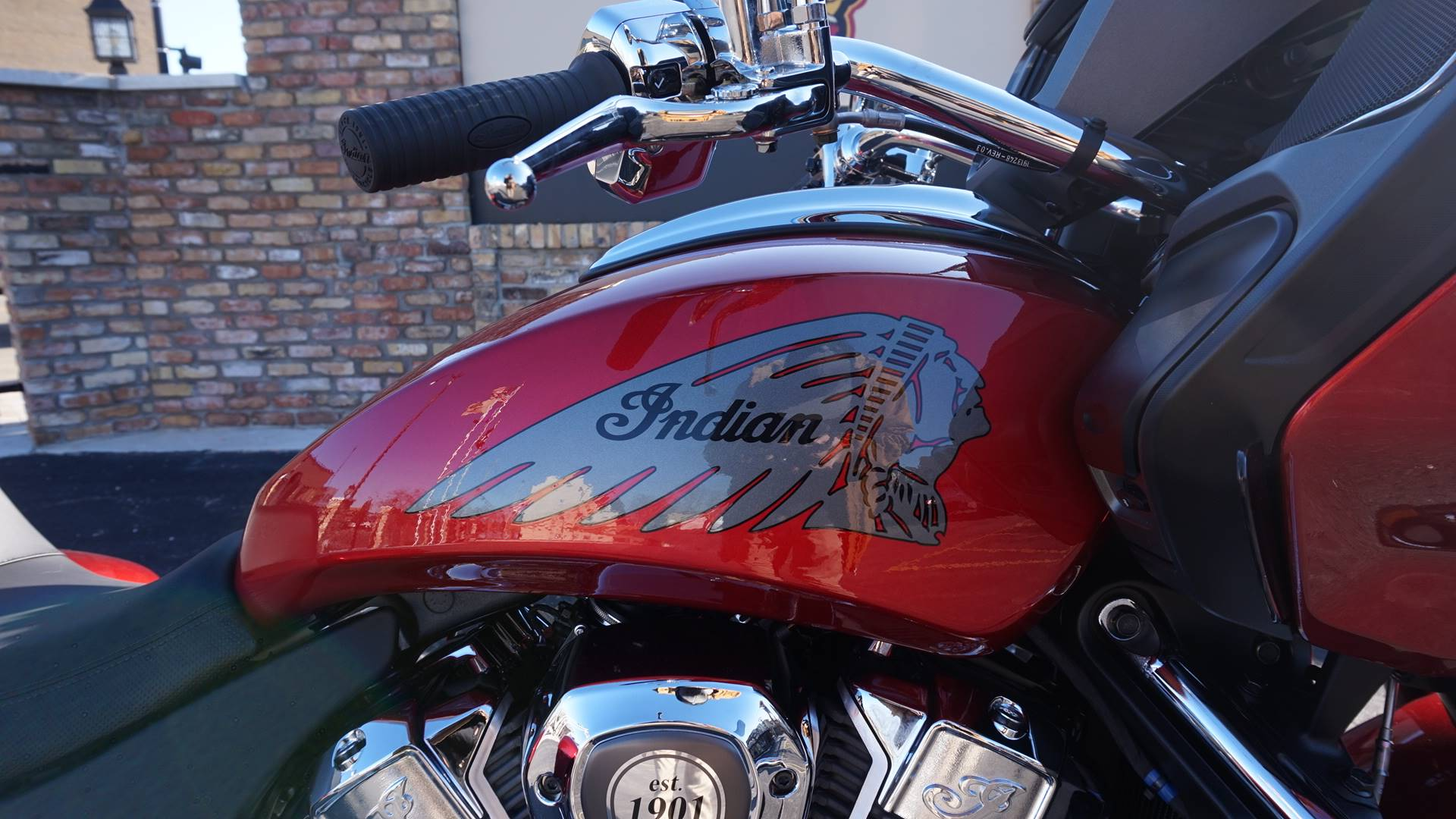 2020 Indian Challenger® Limited in Racine, Wisconsin - Photo 2