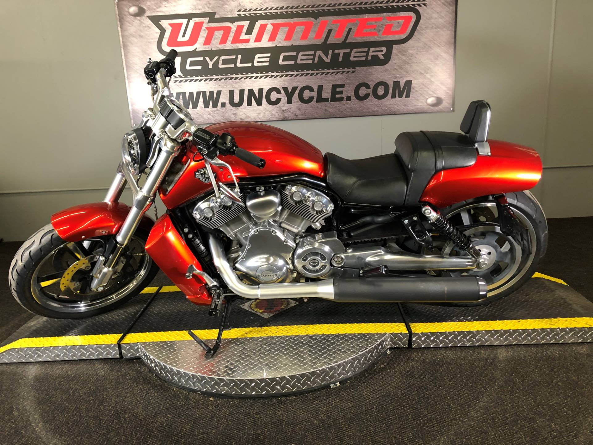 2013 Harley-Davidson V-Rod Muscle® in Tyrone, Pennsylvania - Photo 2