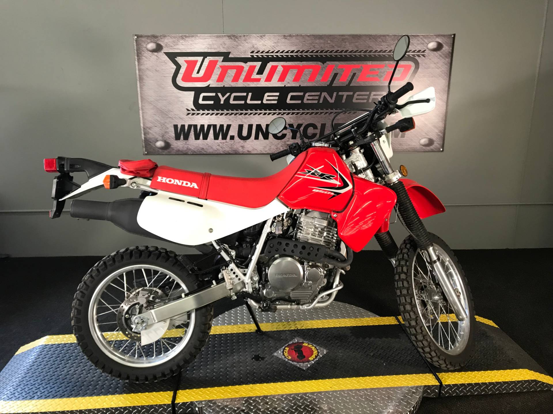 2015 Honda XR650L® in Tyrone, Pennsylvania - Photo 2