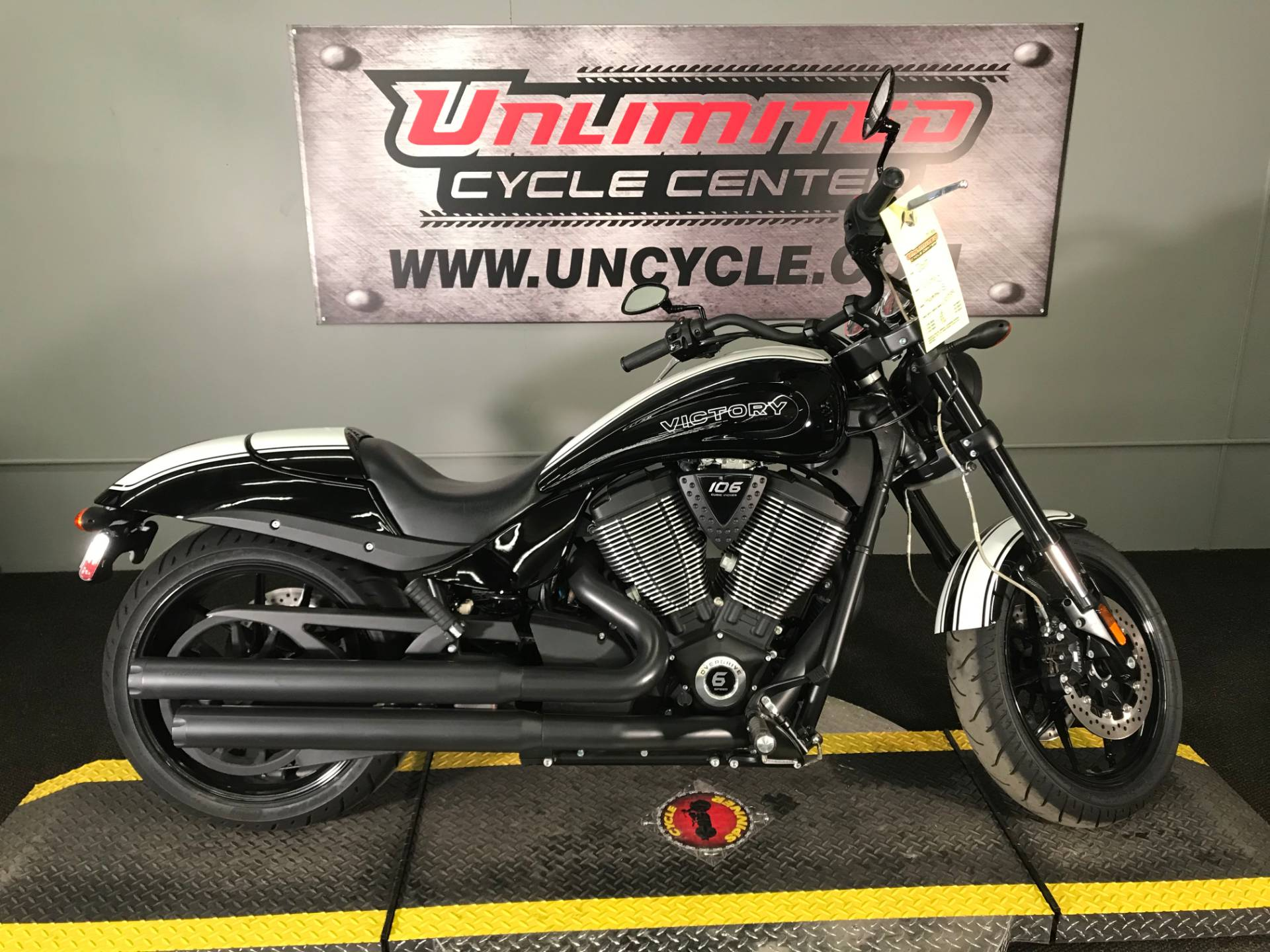 2017 Victory Hammer S in Tyrone, Pennsylvania - Photo 2