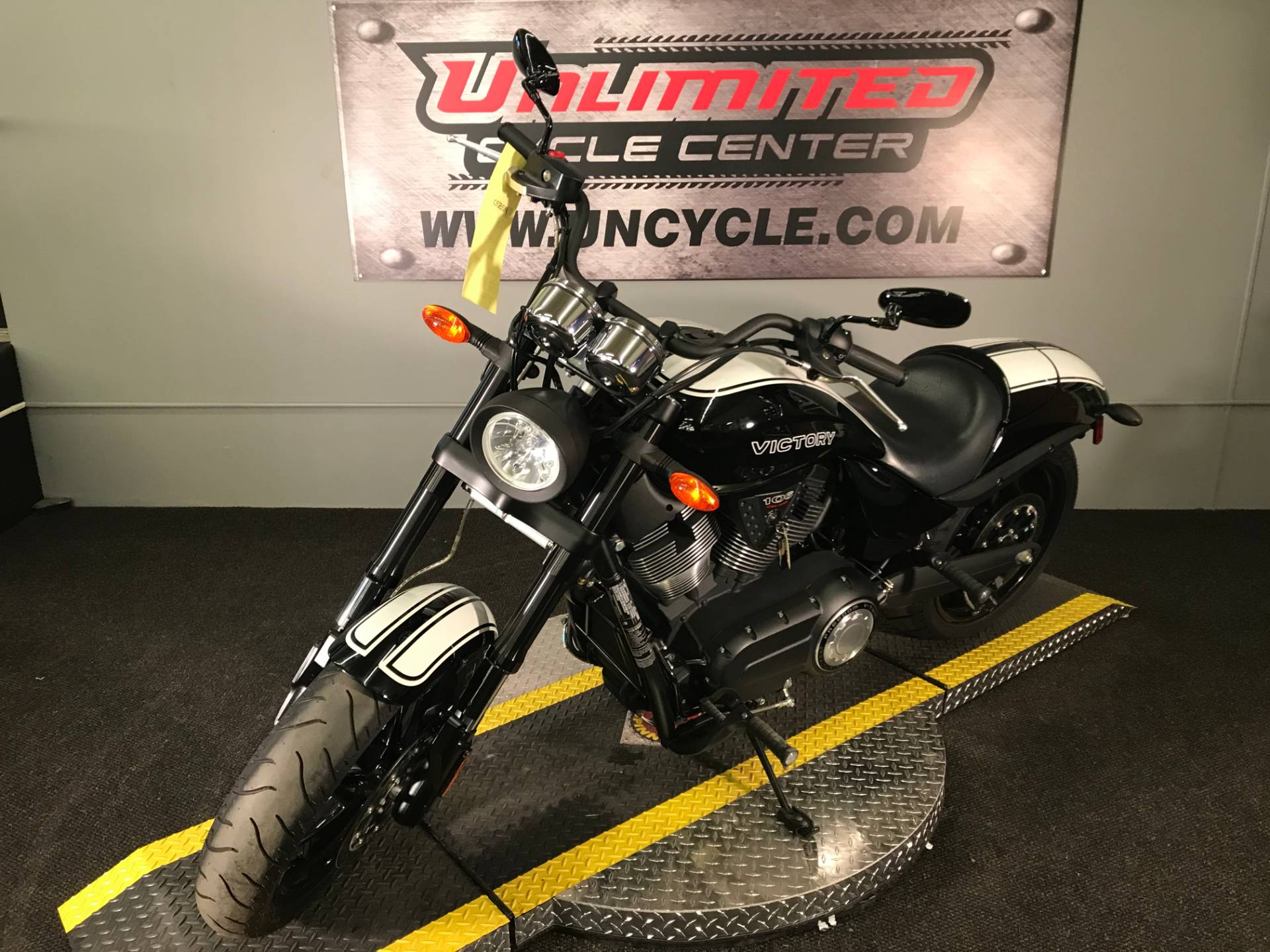2017 Victory Hammer S in Tyrone, Pennsylvania - Photo 6