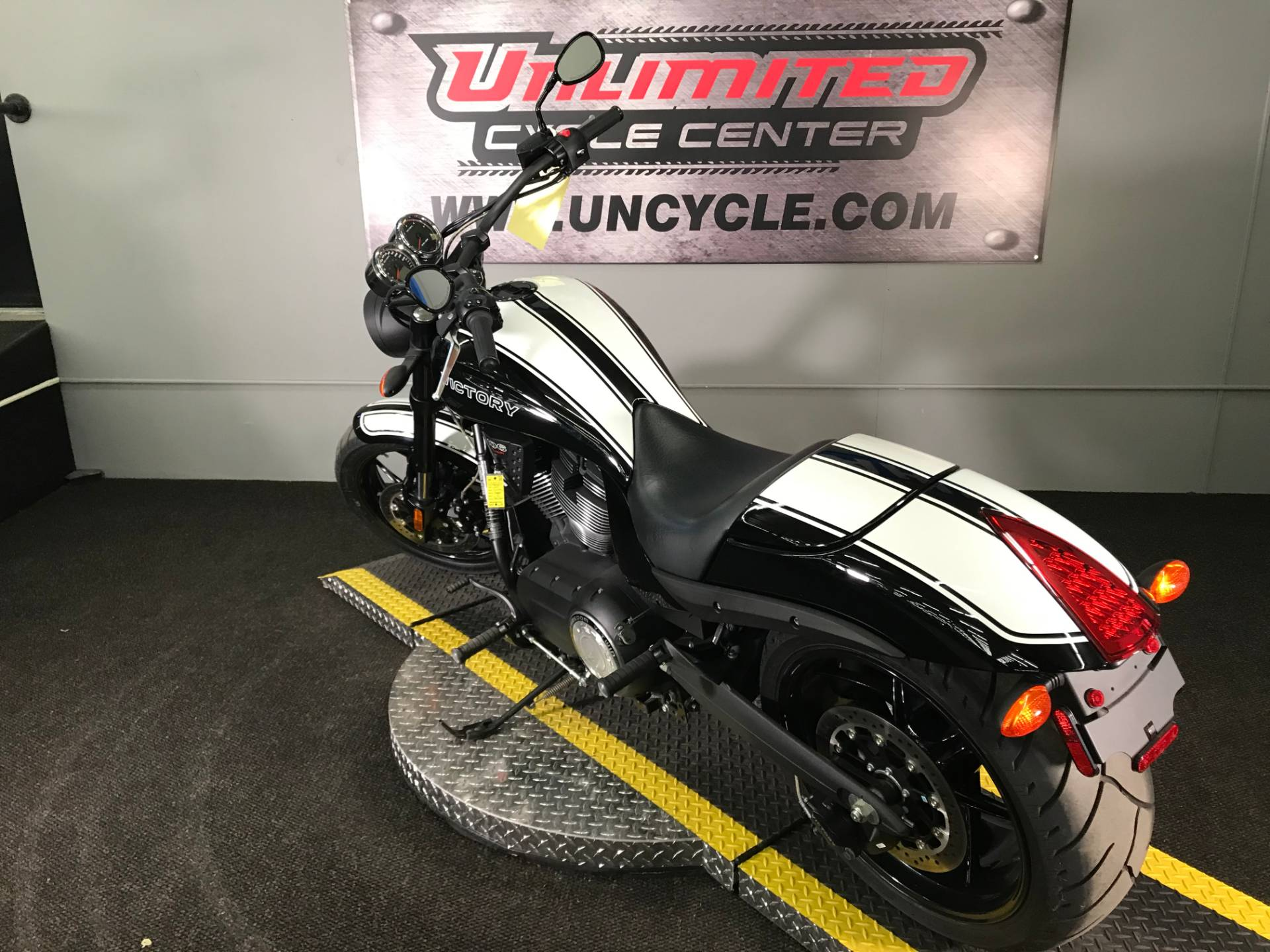 2017 Victory Hammer S in Tyrone, Pennsylvania - Photo 9