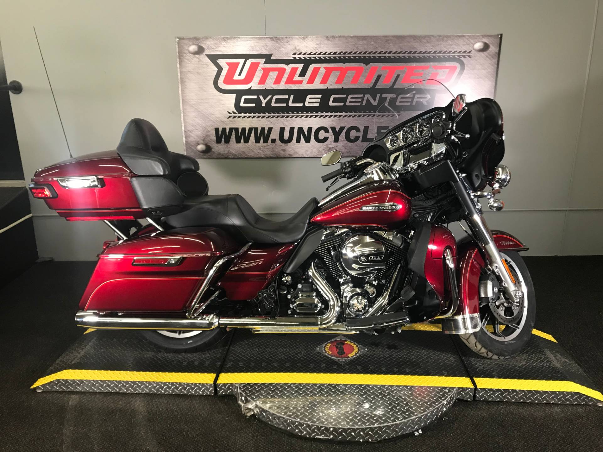 2016 Harley-Davidson Electra Glide® Ultra Classic® Low in Tyrone, Pennsylvania - Photo 2