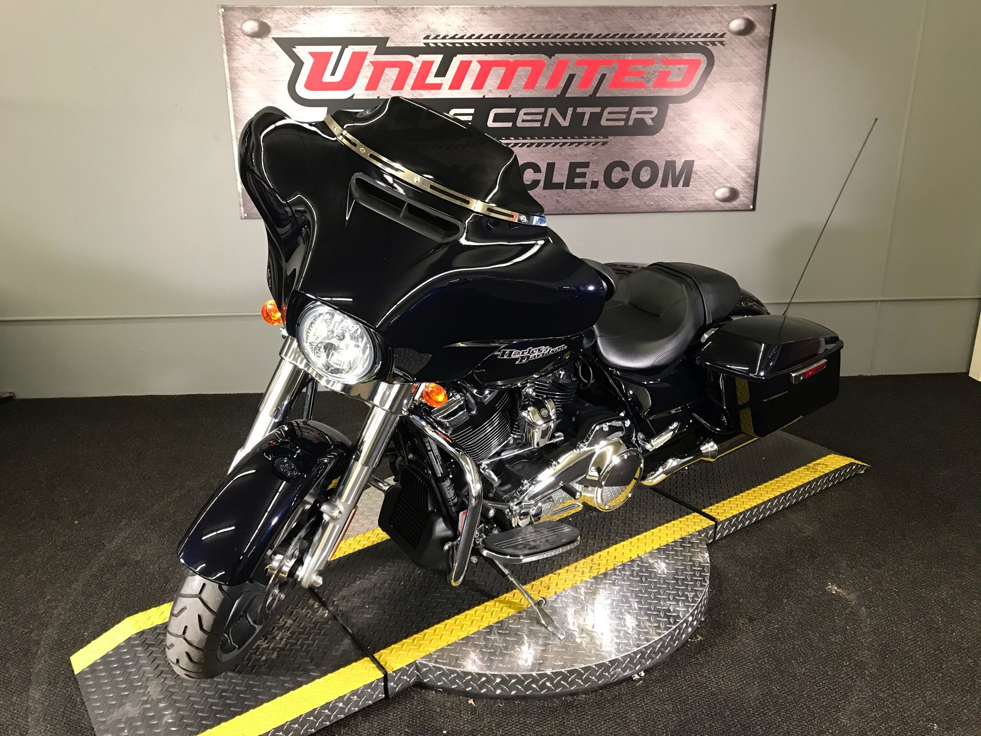 2020 Harley-Davidson Street Glide® in Tyrone, Pennsylvania - Photo 5