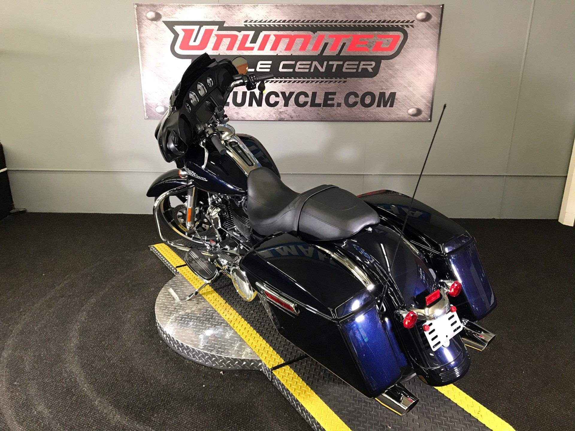 2020 Harley-Davidson Street Glide® in Tyrone, Pennsylvania - Photo 8