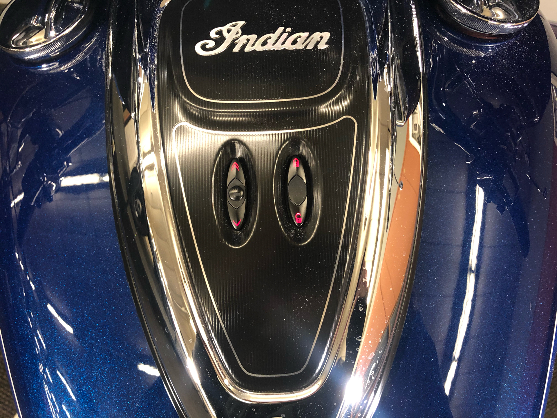 2018 Indian Roadmaster® Icon Series in Tyrone, Pennsylvania - Photo 12
