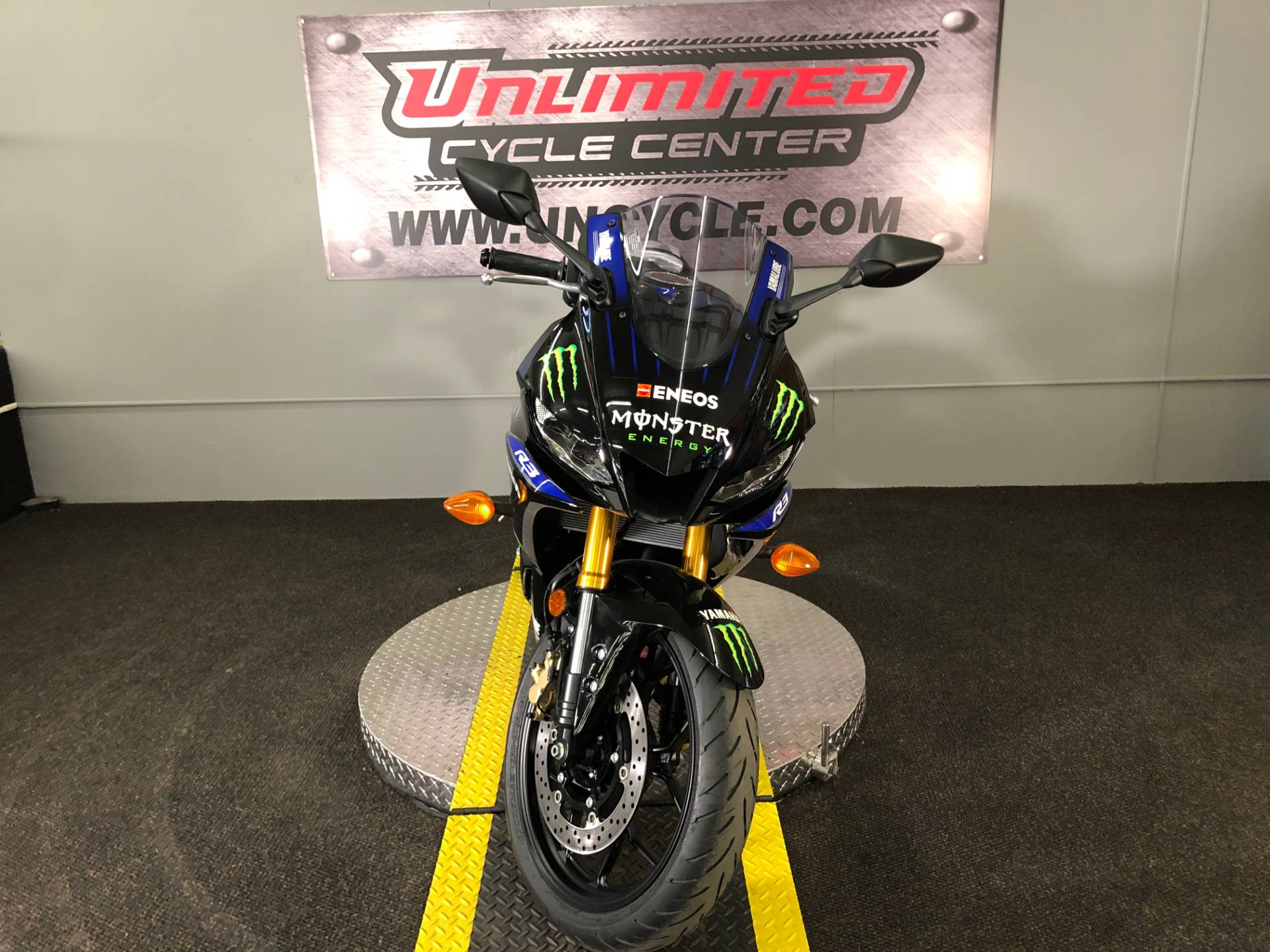 2020 Yamaha YZF-R3 ABS Monster Energy Yamaha MotoGP Edition in Tyrone, Pennsylvania - Photo 5