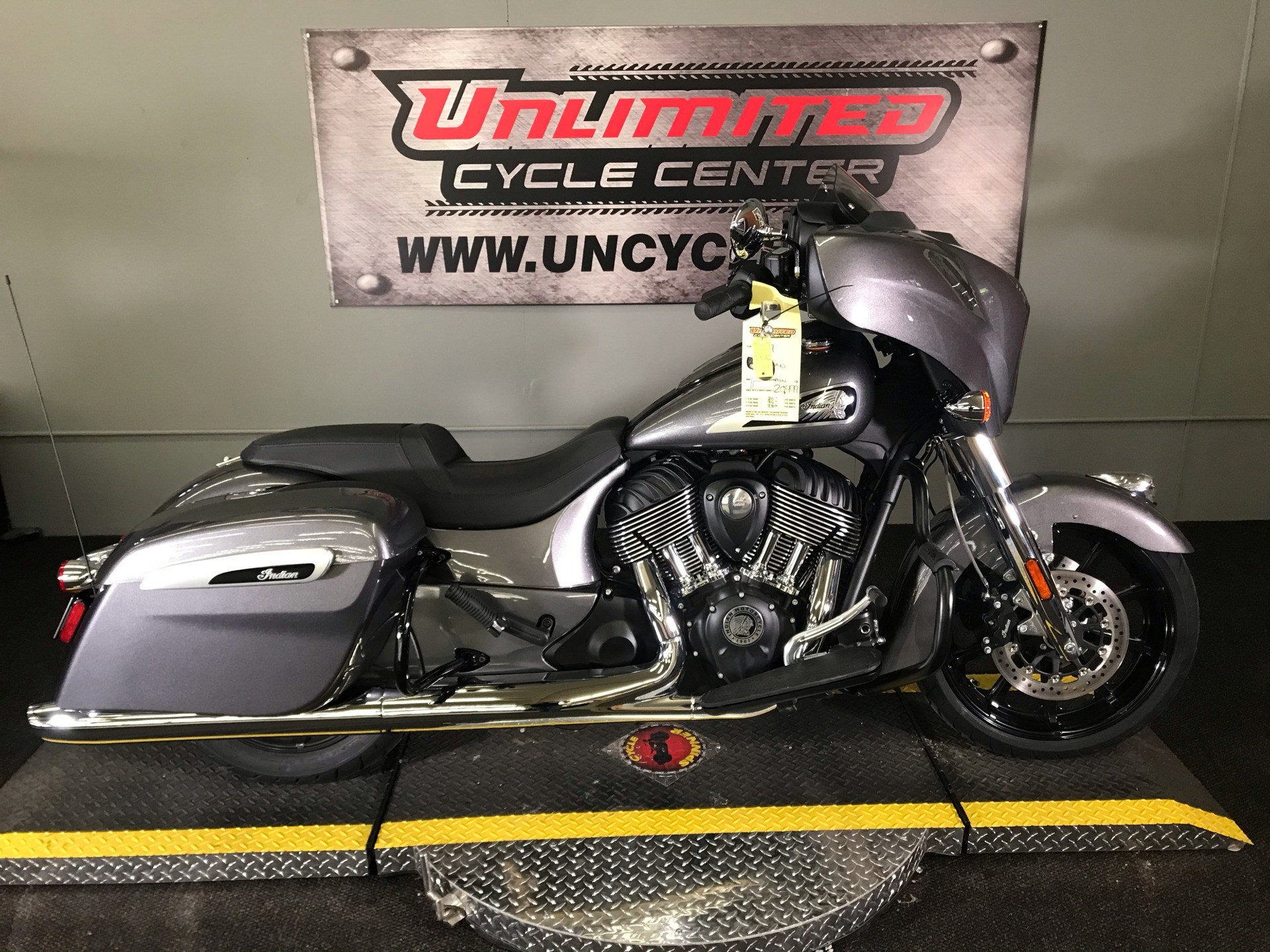 2019 Indian Chieftain® ABS in Tyrone, Pennsylvania - Photo 2