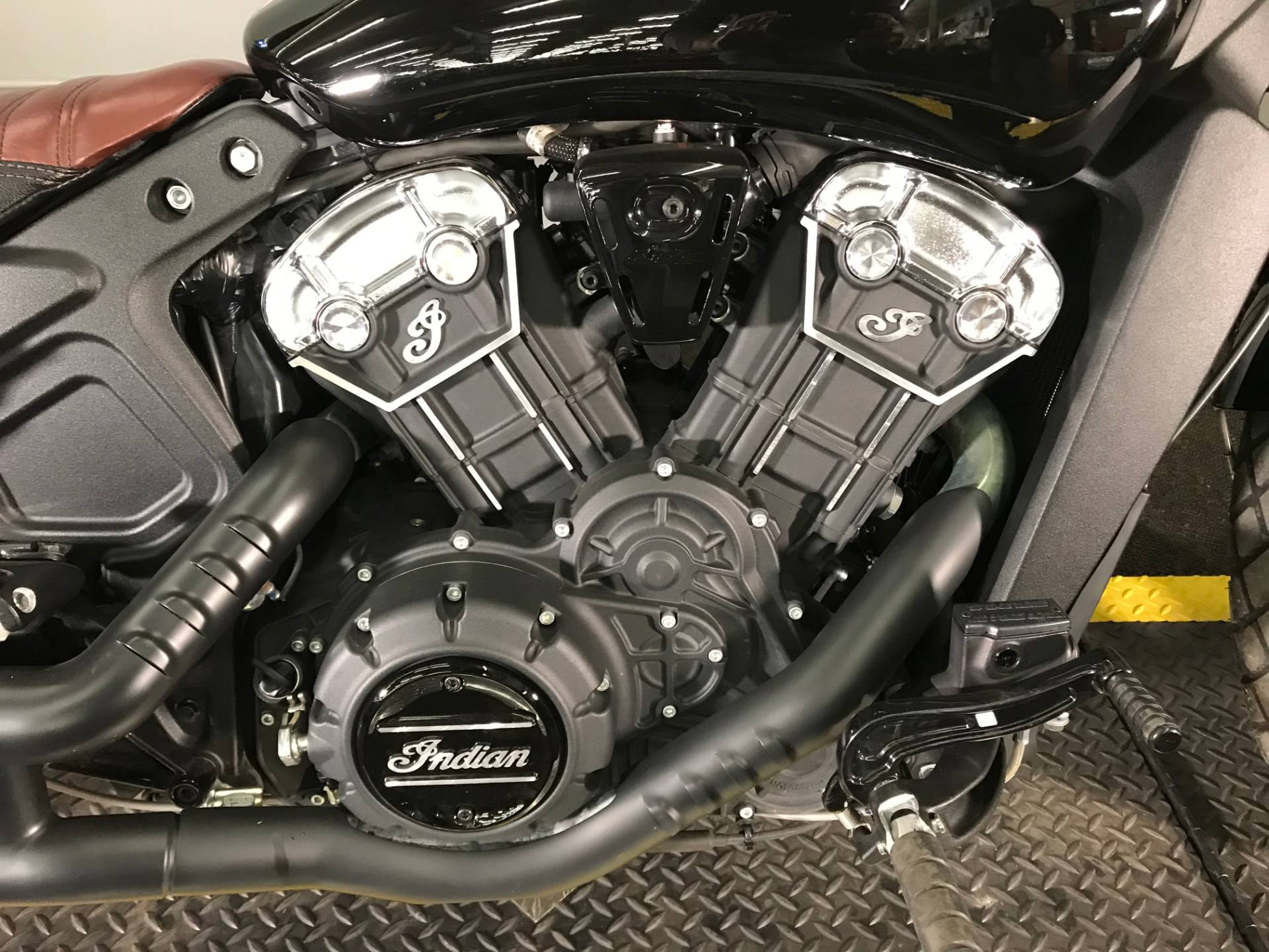 2018 Indian Scout® Bobber in Tyrone, Pennsylvania - Photo 3