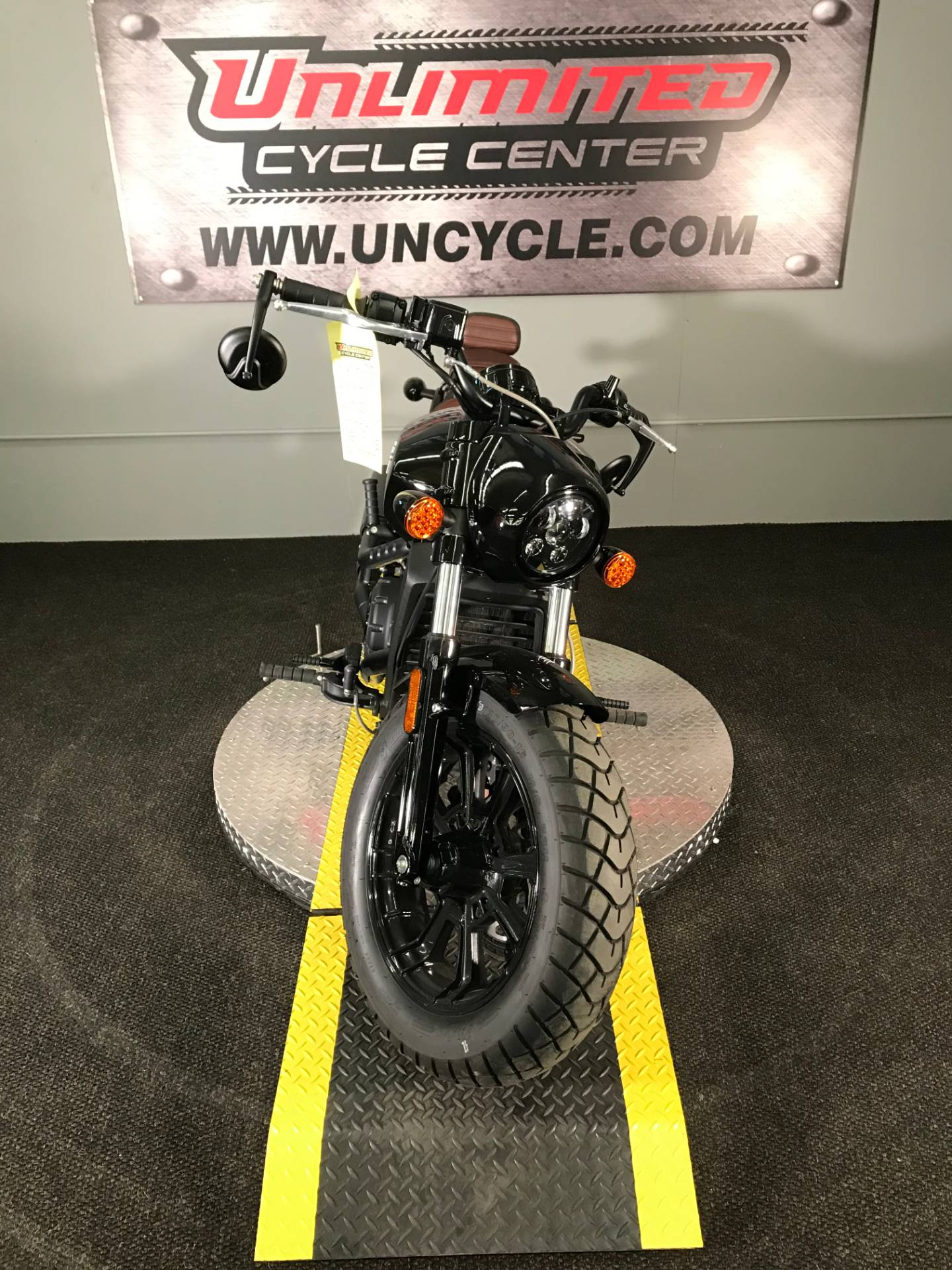 2018 Indian Scout® Bobber in Tyrone, Pennsylvania - Photo 5