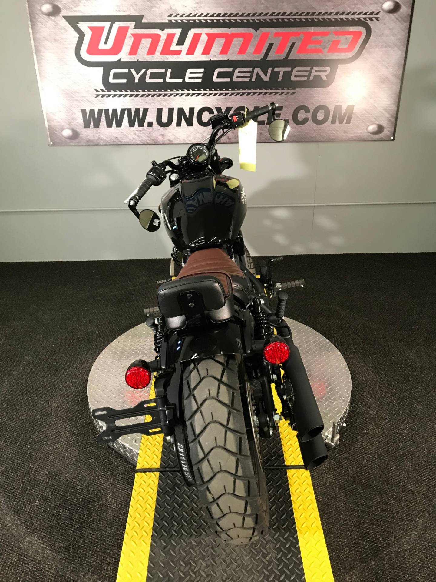 2018 Indian Scout® Bobber in Tyrone, Pennsylvania - Photo 11