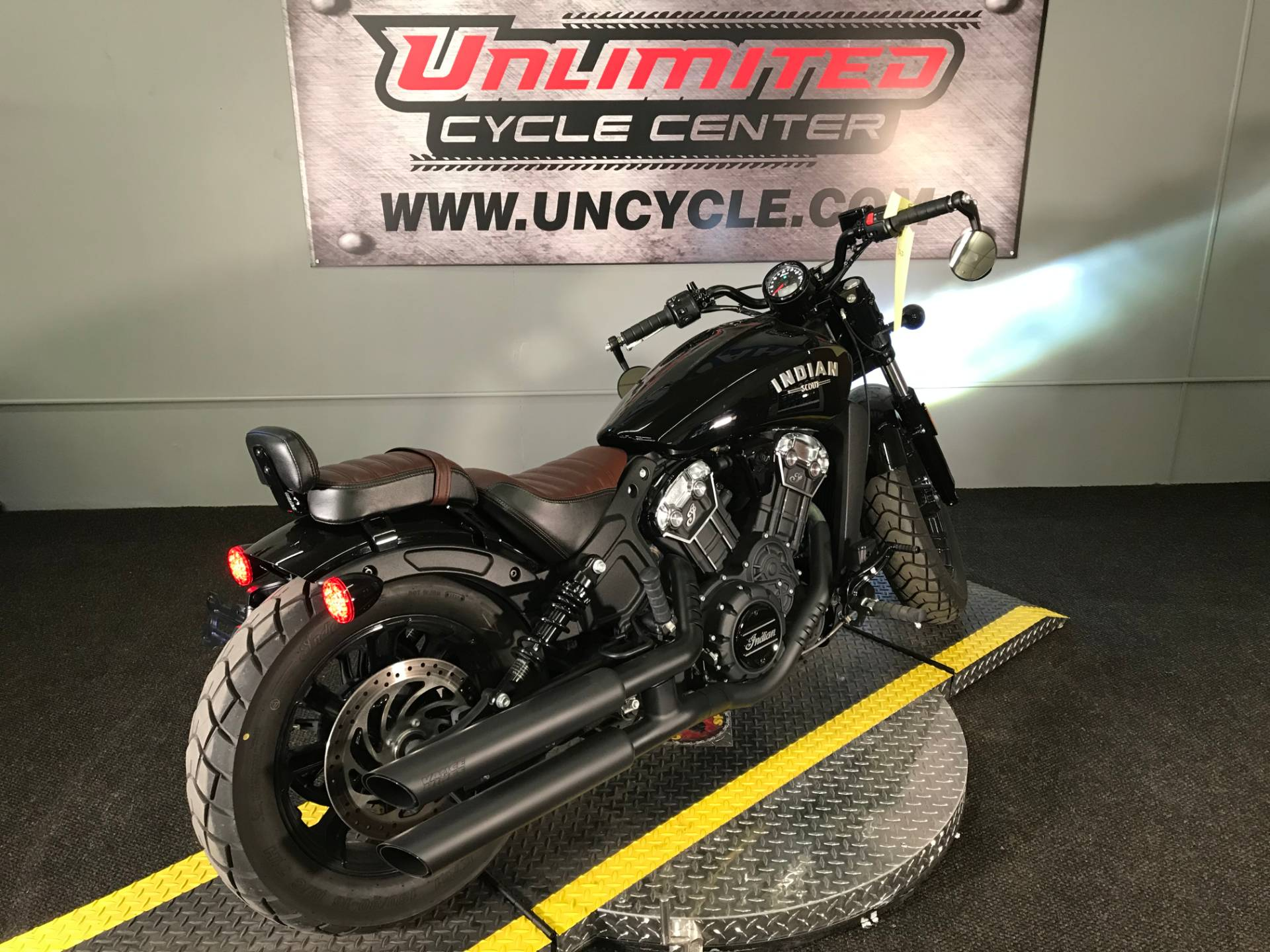 2018 Indian Scout® Bobber in Tyrone, Pennsylvania - Photo 13
