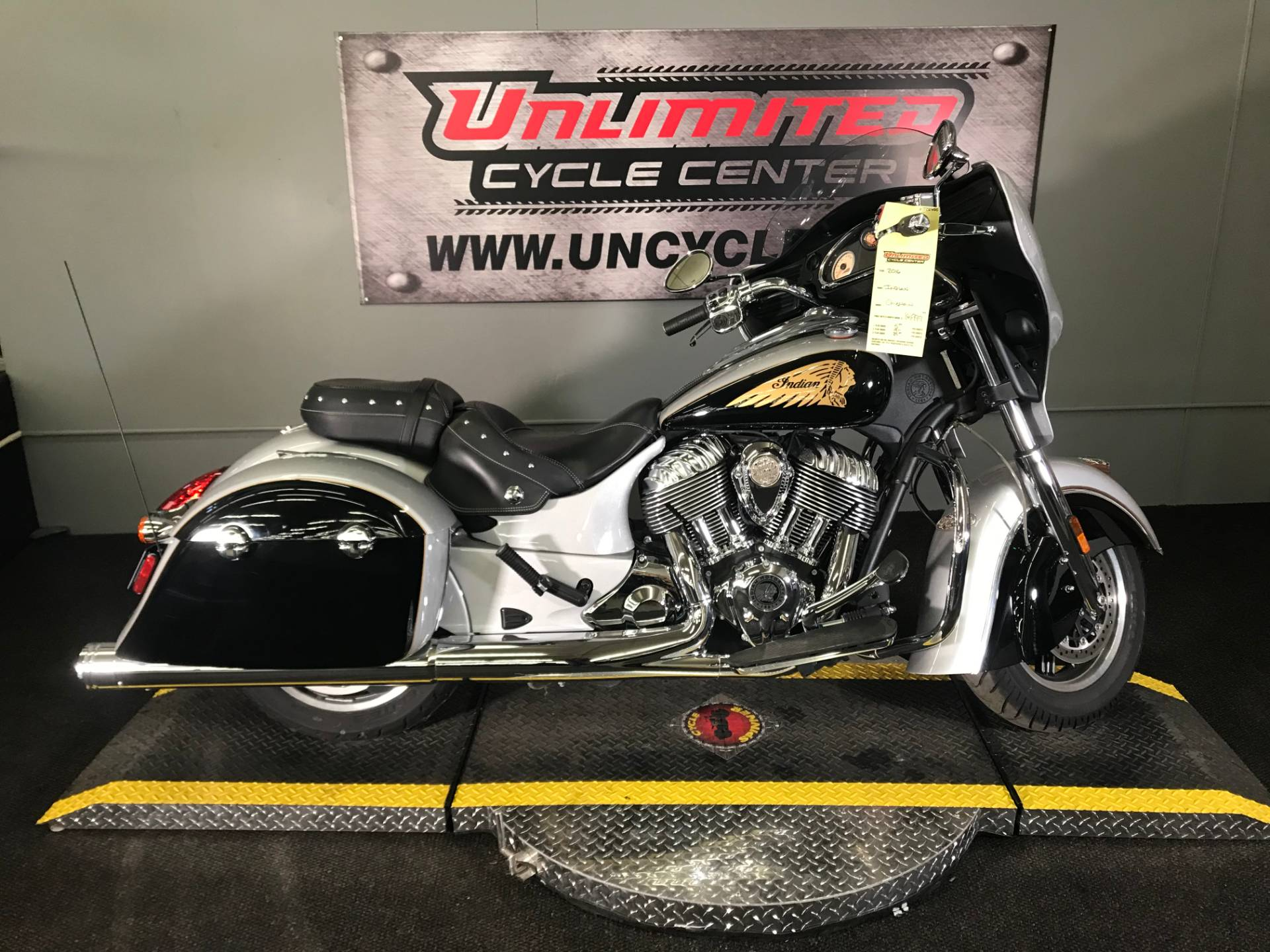 2016 Indian Chieftain® in Tyrone, Pennsylvania - Photo 2