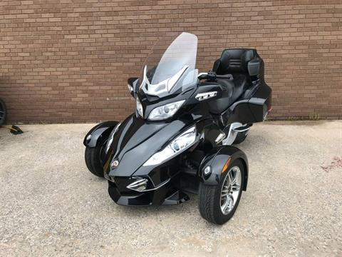 2010 Can-Am Spyder™ RT-S SE5 in Tyrone, Pennsylvania