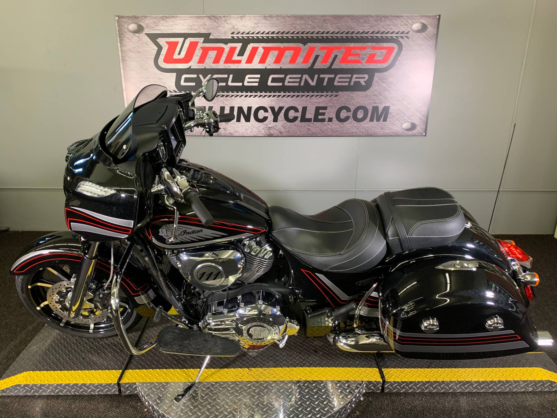2018 Indian Chieftain® Limited ABS in Tyrone, Pennsylvania - Photo 5