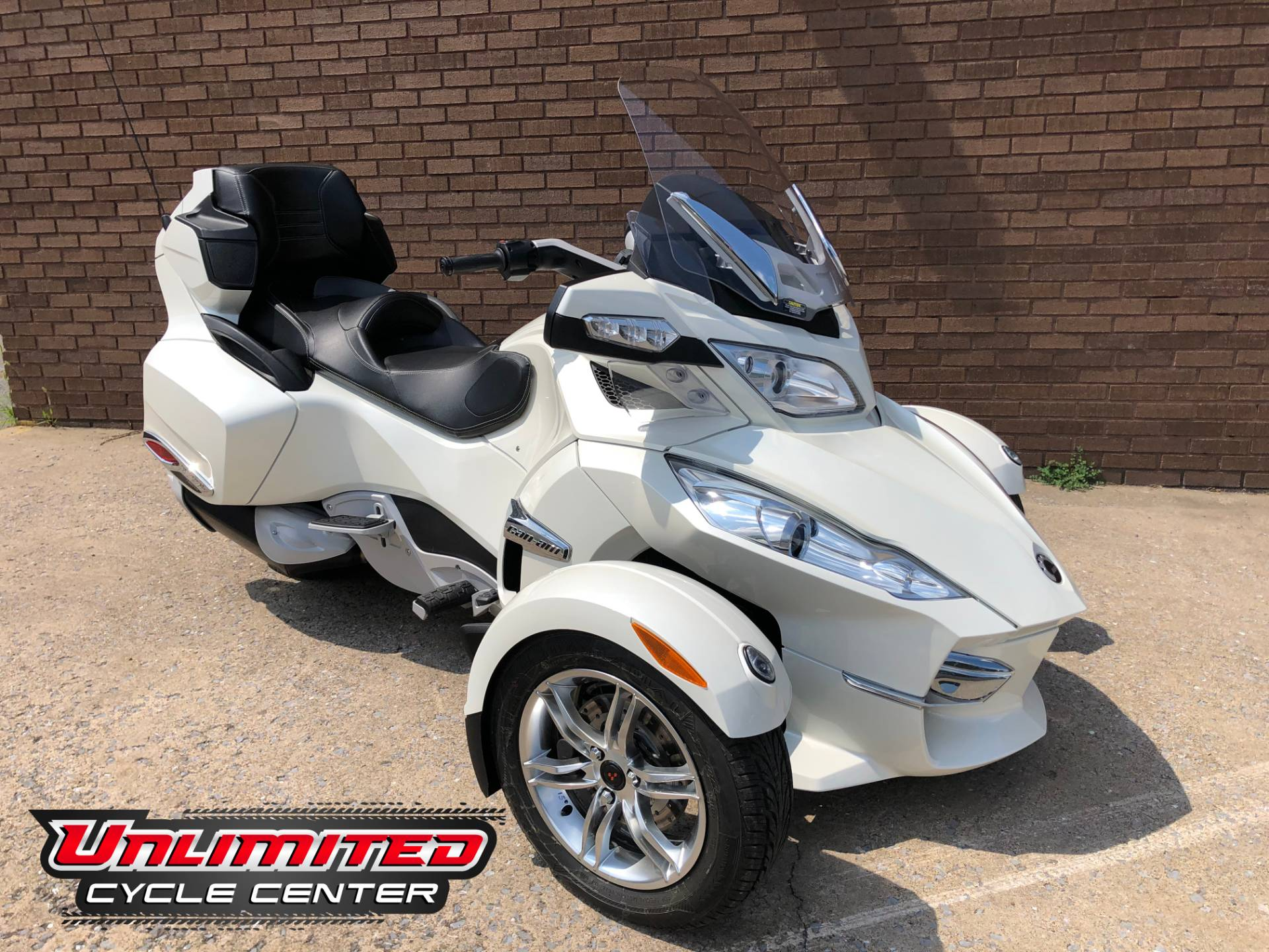2011 Can-Am Spyder® RT Limited in Tyrone, Pennsylvania - Photo 1