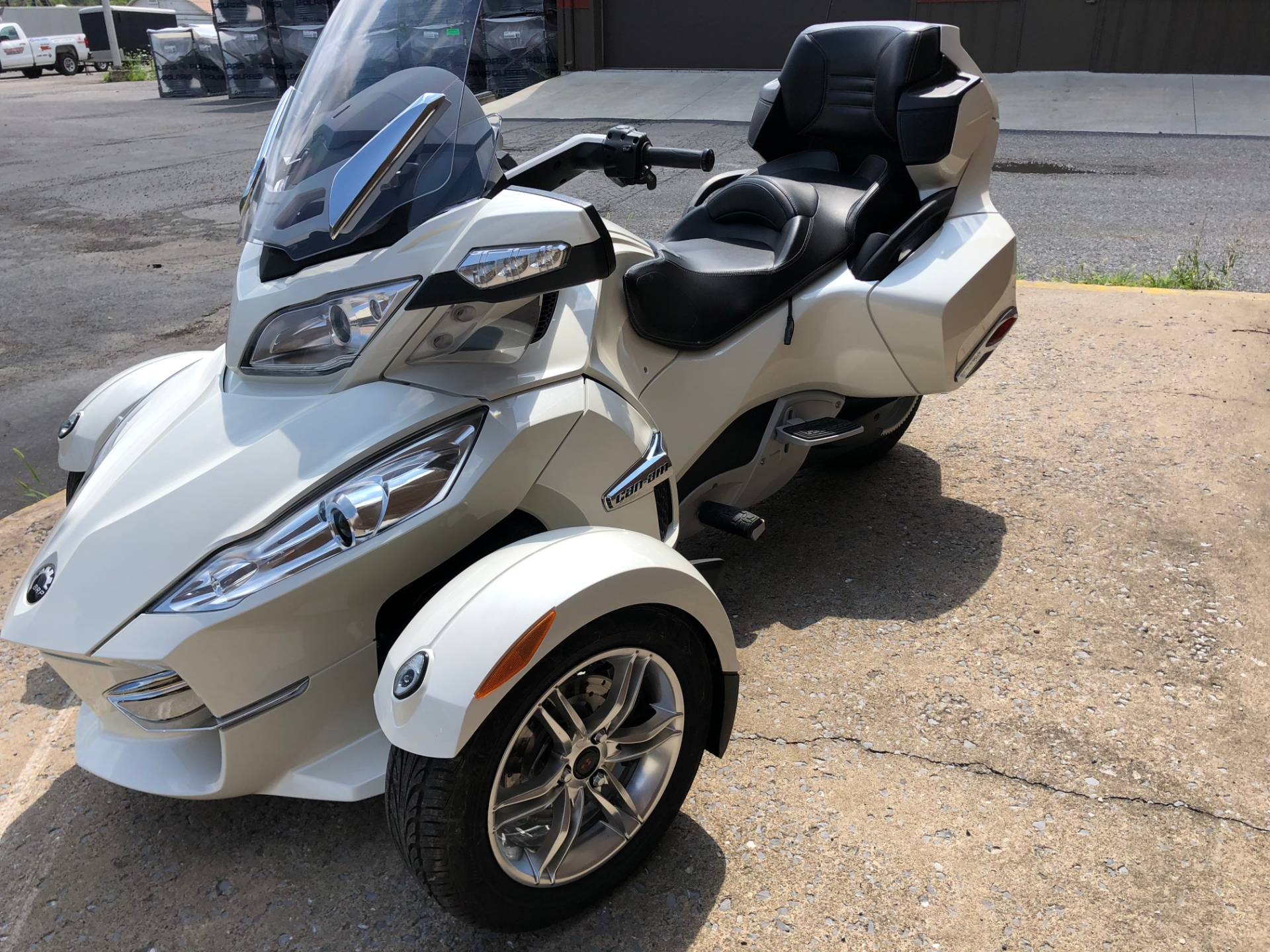 2011 Can-Am Spyder® RT Limited in Tyrone, Pennsylvania - Photo 11