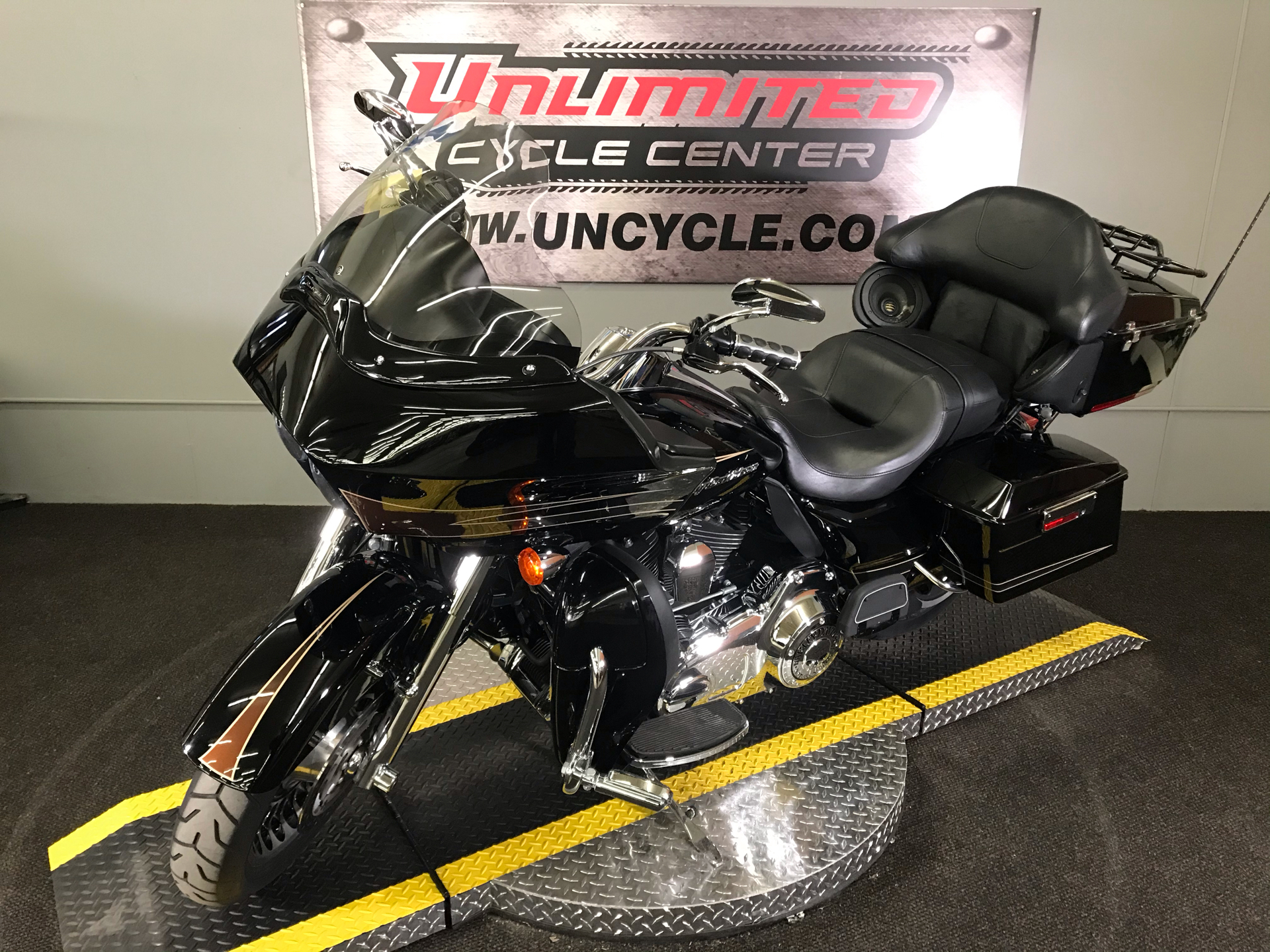 2011 Harley-Davidson Road Glide® Ultra in Tyrone, Pennsylvania - Photo 7