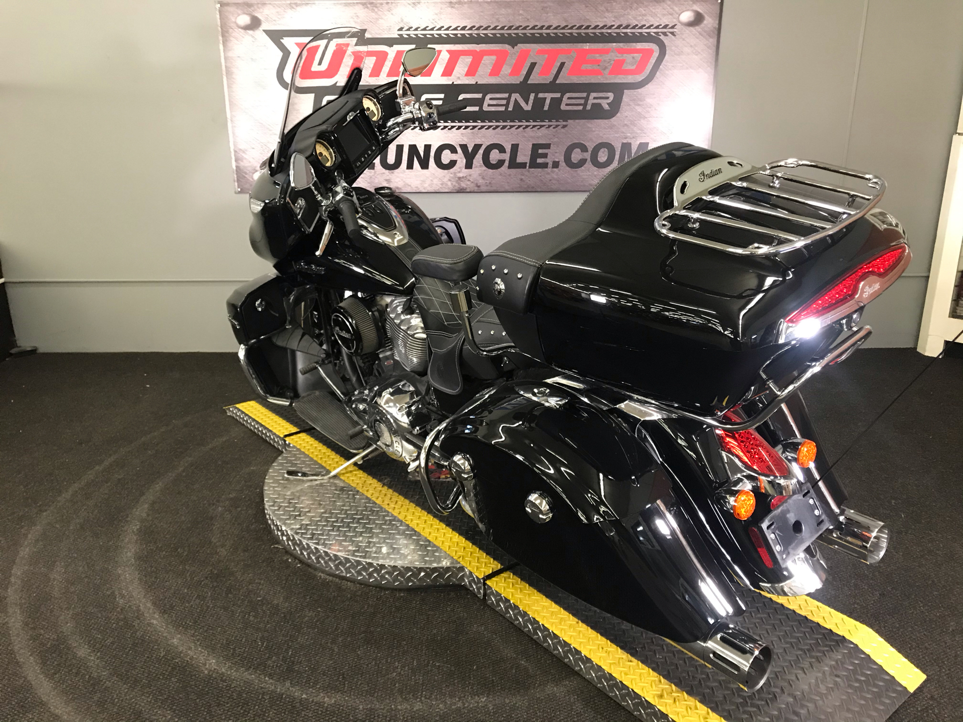 2018 Indian Roadmaster® ABS in Tyrone, Pennsylvania - Photo 10