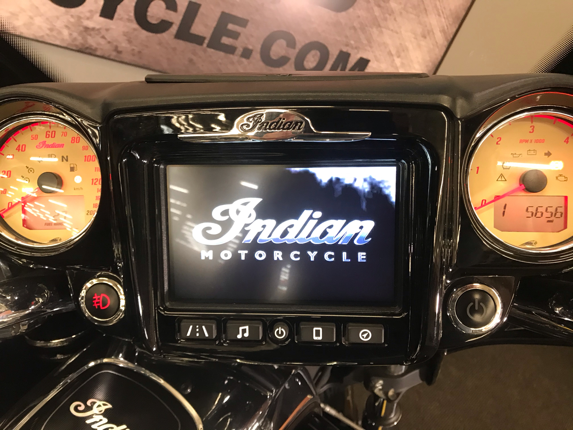 2018 Indian Roadmaster® ABS in Tyrone, Pennsylvania - Photo 17