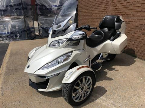 2014 Can-Am Spyder® RT Limited in Tyrone, Pennsylvania - Photo 8