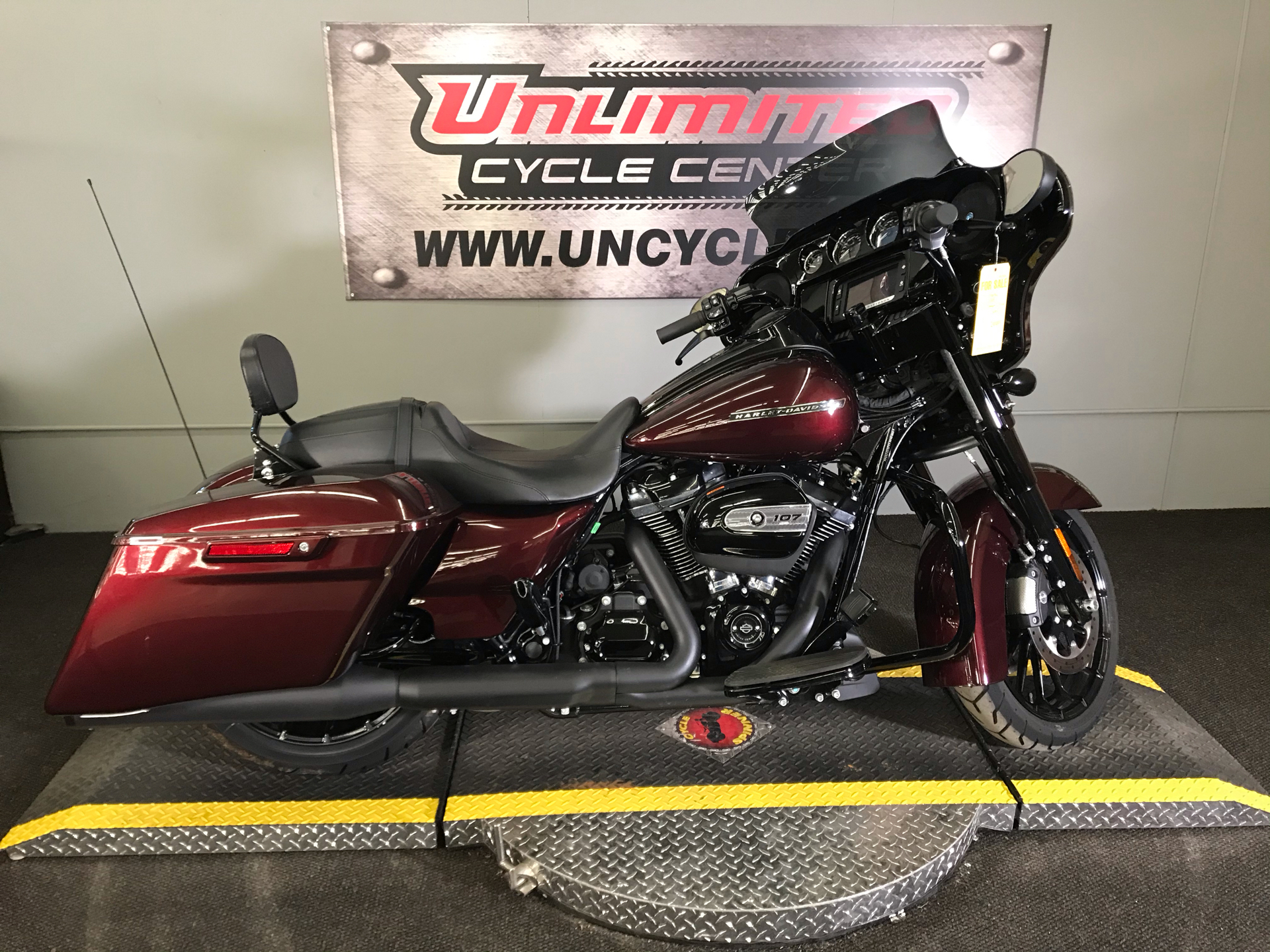 2018 Harley-Davidson Street Glide® Special in Tyrone, Pennsylvania - Photo 2