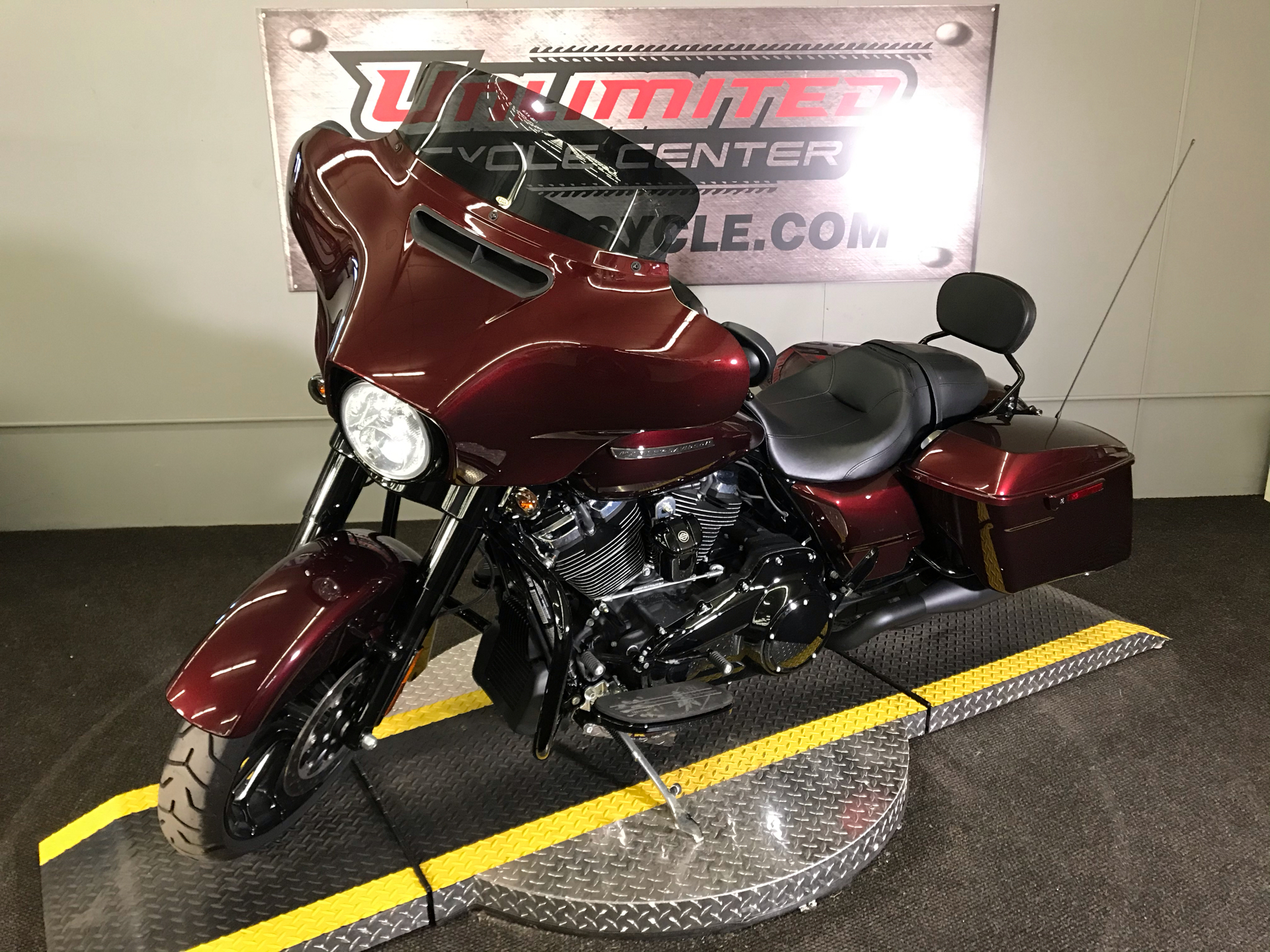 2018 Harley-Davidson Street Glide® Special in Tyrone, Pennsylvania - Photo 7