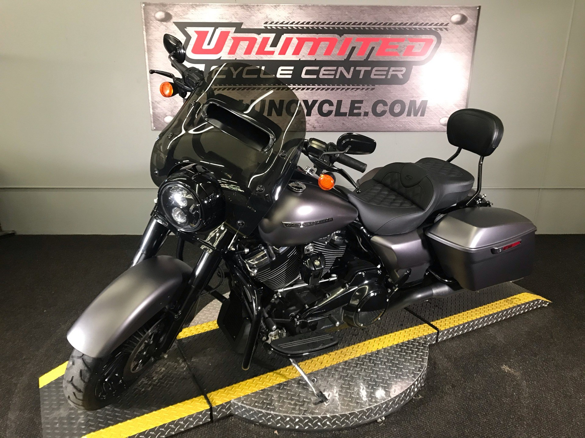 2017 Harley-Davidson Road King® Special in Tyrone, Pennsylvania - Photo 6