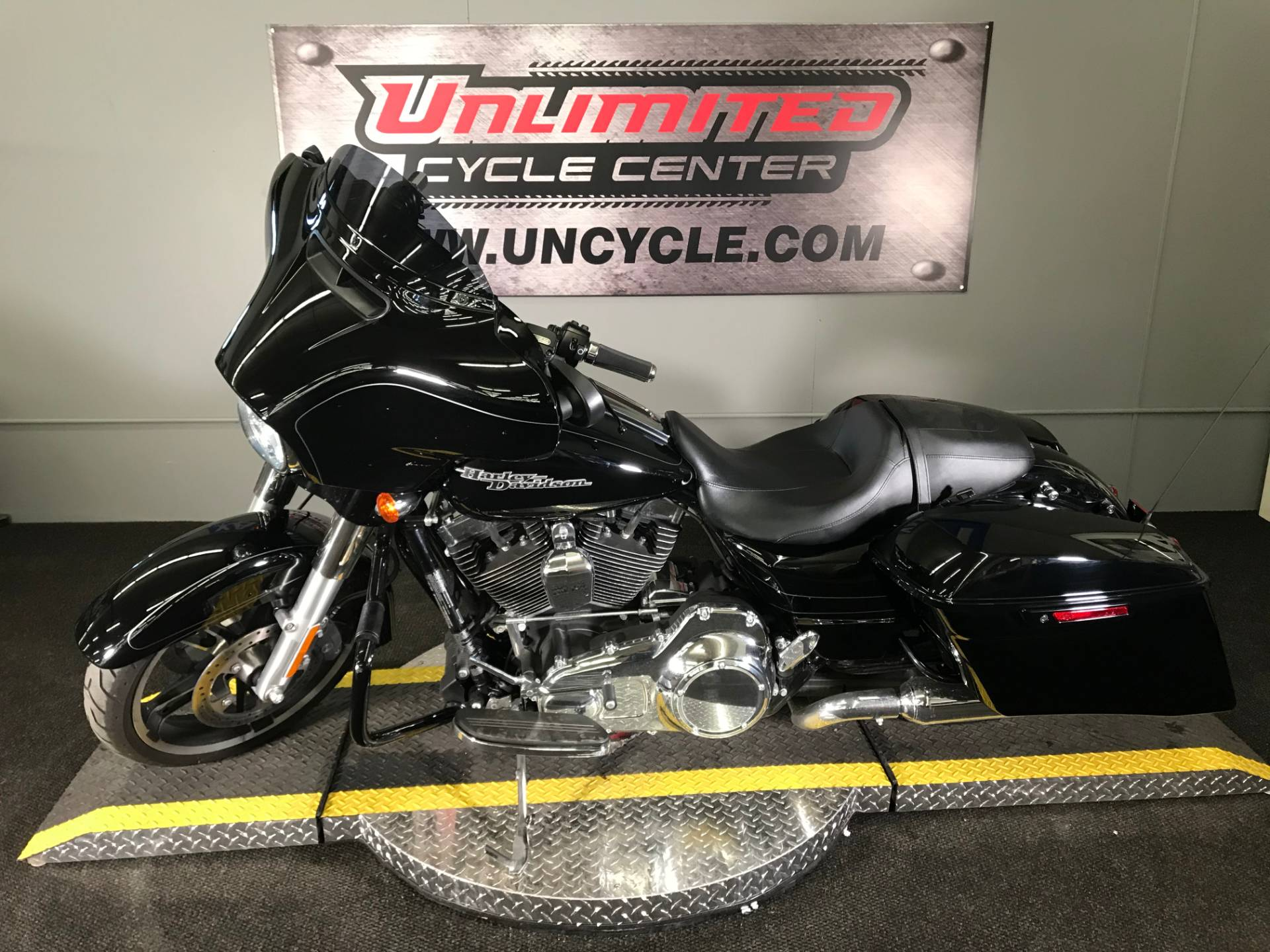 2016 Harley-Davidson Street Glide® Special in Tyrone, Pennsylvania - Photo 8