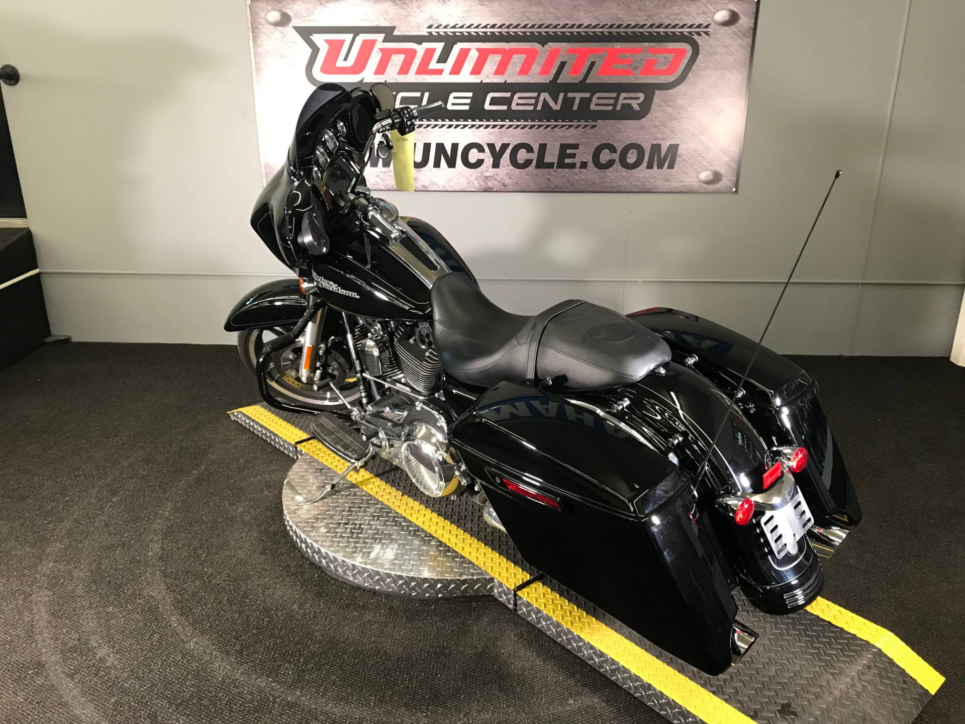 2016 Harley-Davidson Street Glide® Special in Tyrone, Pennsylvania - Photo 9