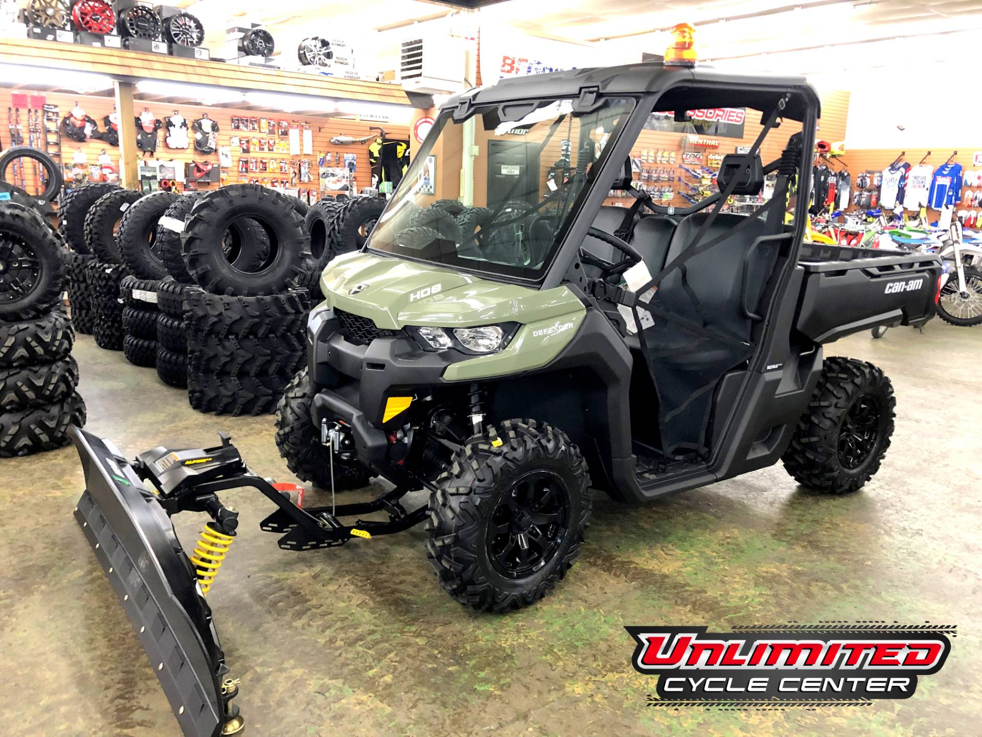 2019 Can-Am� Defender DPS HD8 1