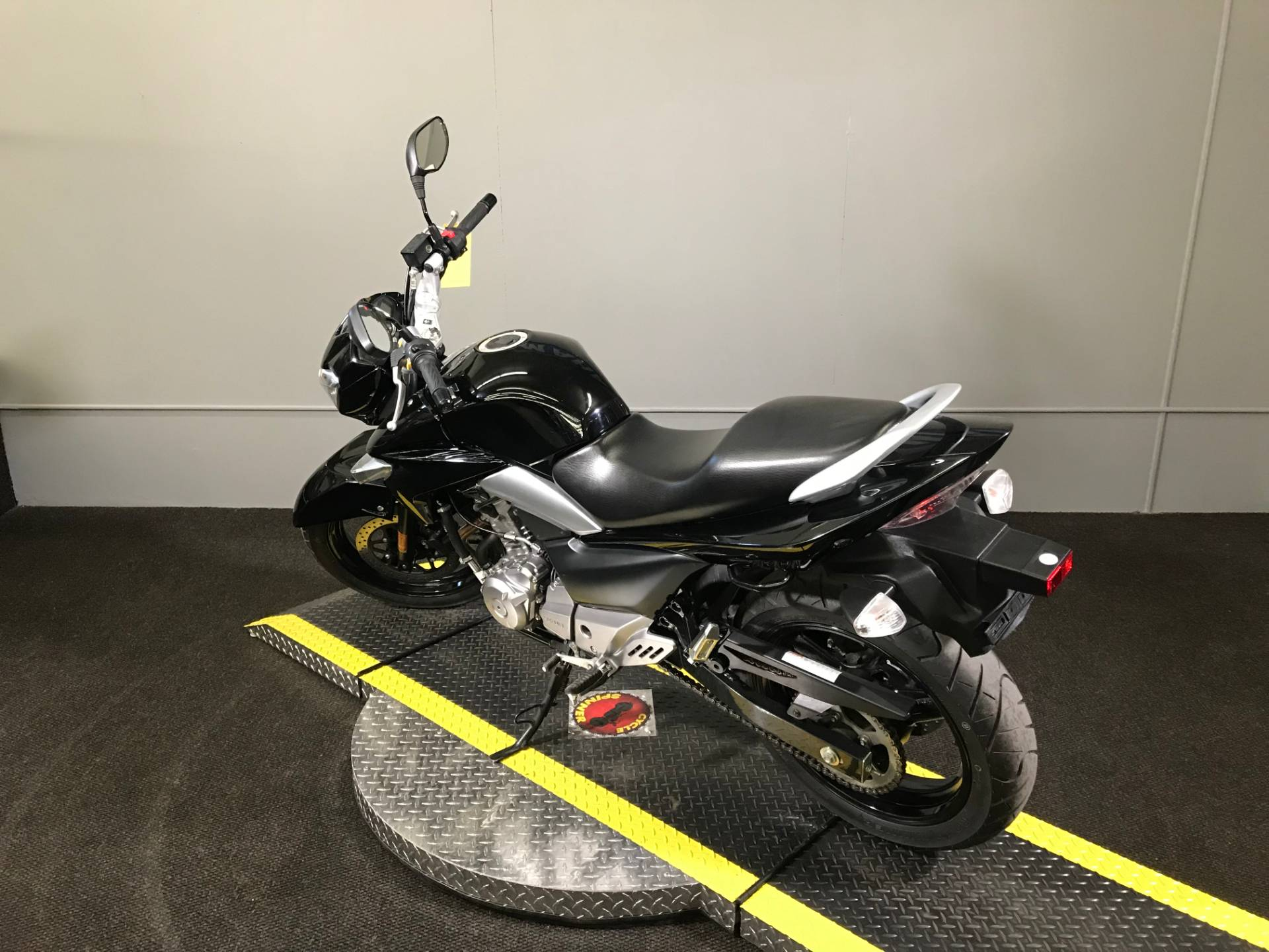 2013 Suzuki GW250 in Tyrone, Pennsylvania - Photo 10