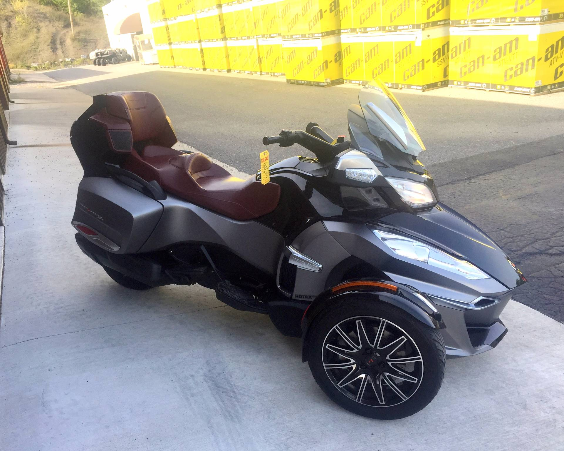 2015 Can-Am Spyder® RT-S Special Series SE6 in Tyrone, Pennsylvania