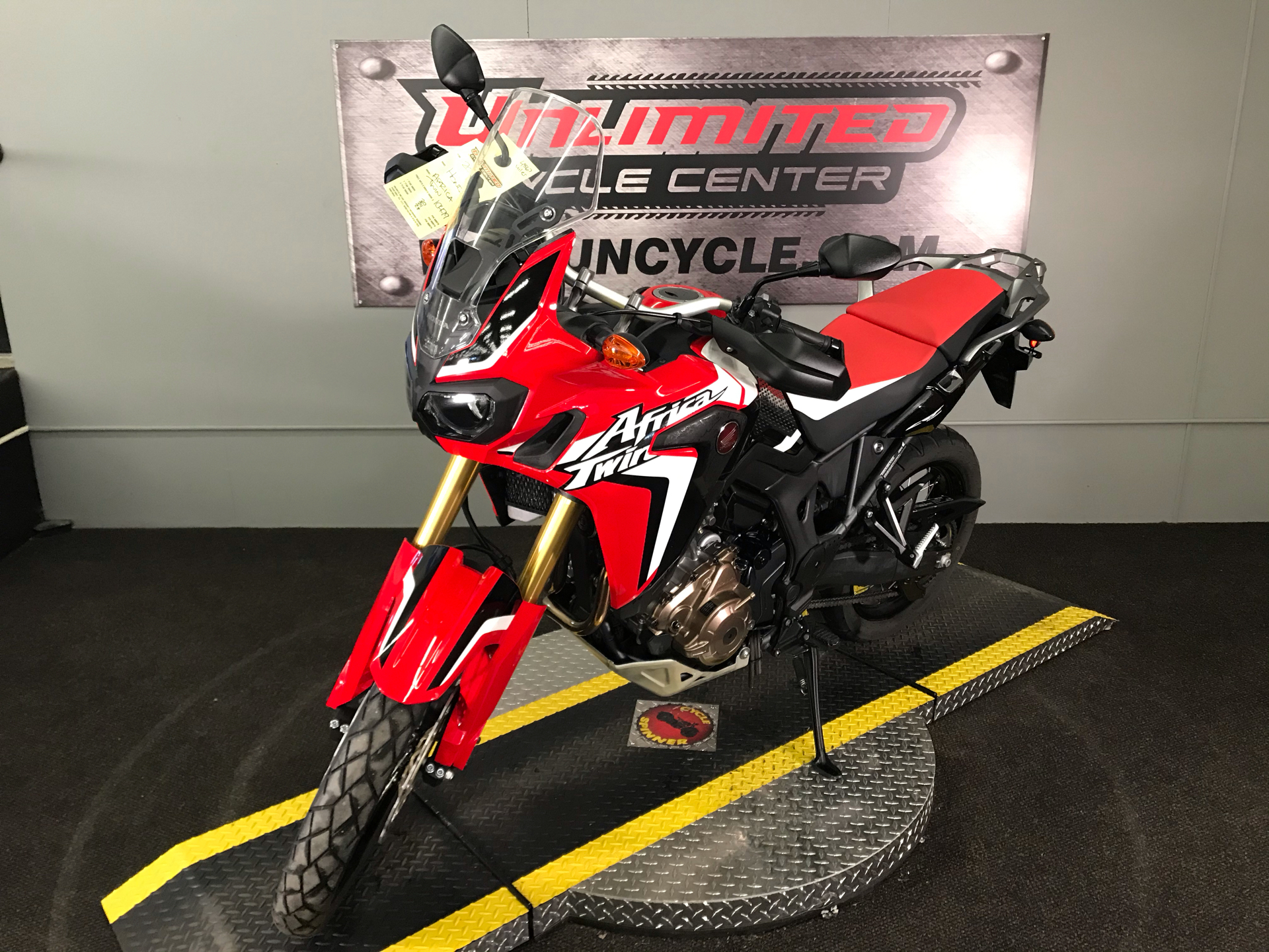 2016 Honda Africa Twin DCT in Tyrone, Pennsylvania - Photo 6