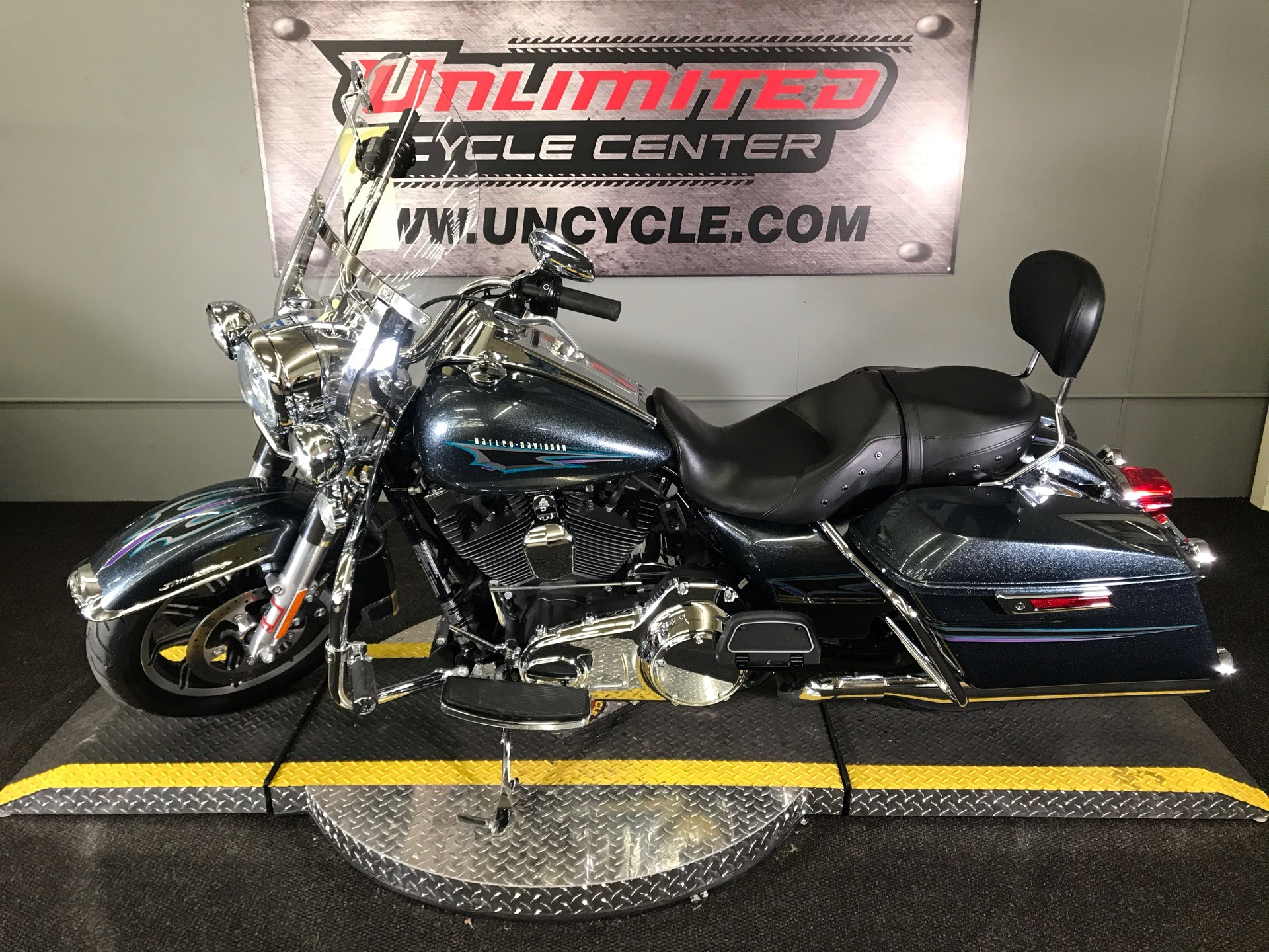 2015 Harley-Davidson Road King® in Tyrone, Pennsylvania - Photo 6