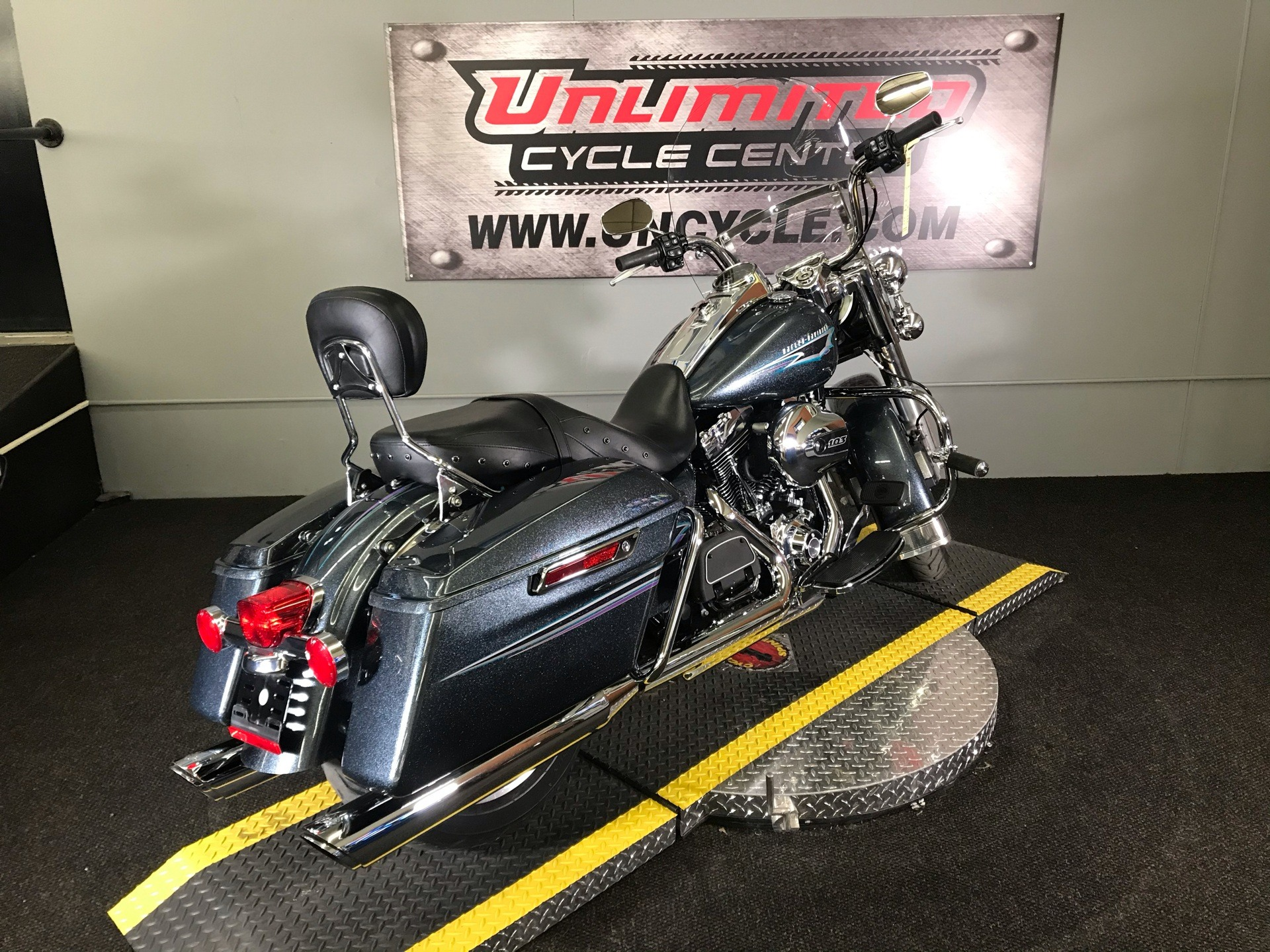 2015 Harley-Davidson Road King® in Tyrone, Pennsylvania - Photo 11