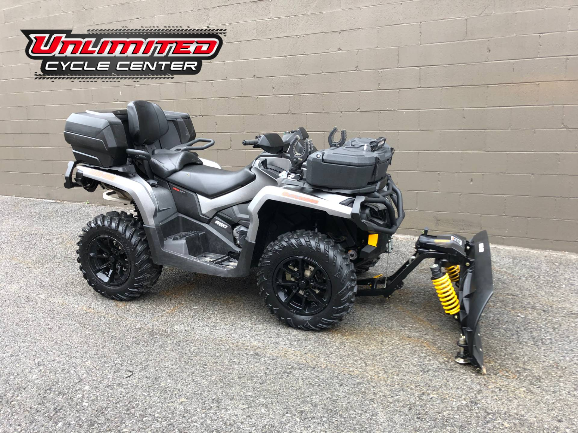 2017 Can-Am Outlander MAX XT 650 in Tyrone, Pennsylvania - Photo 1