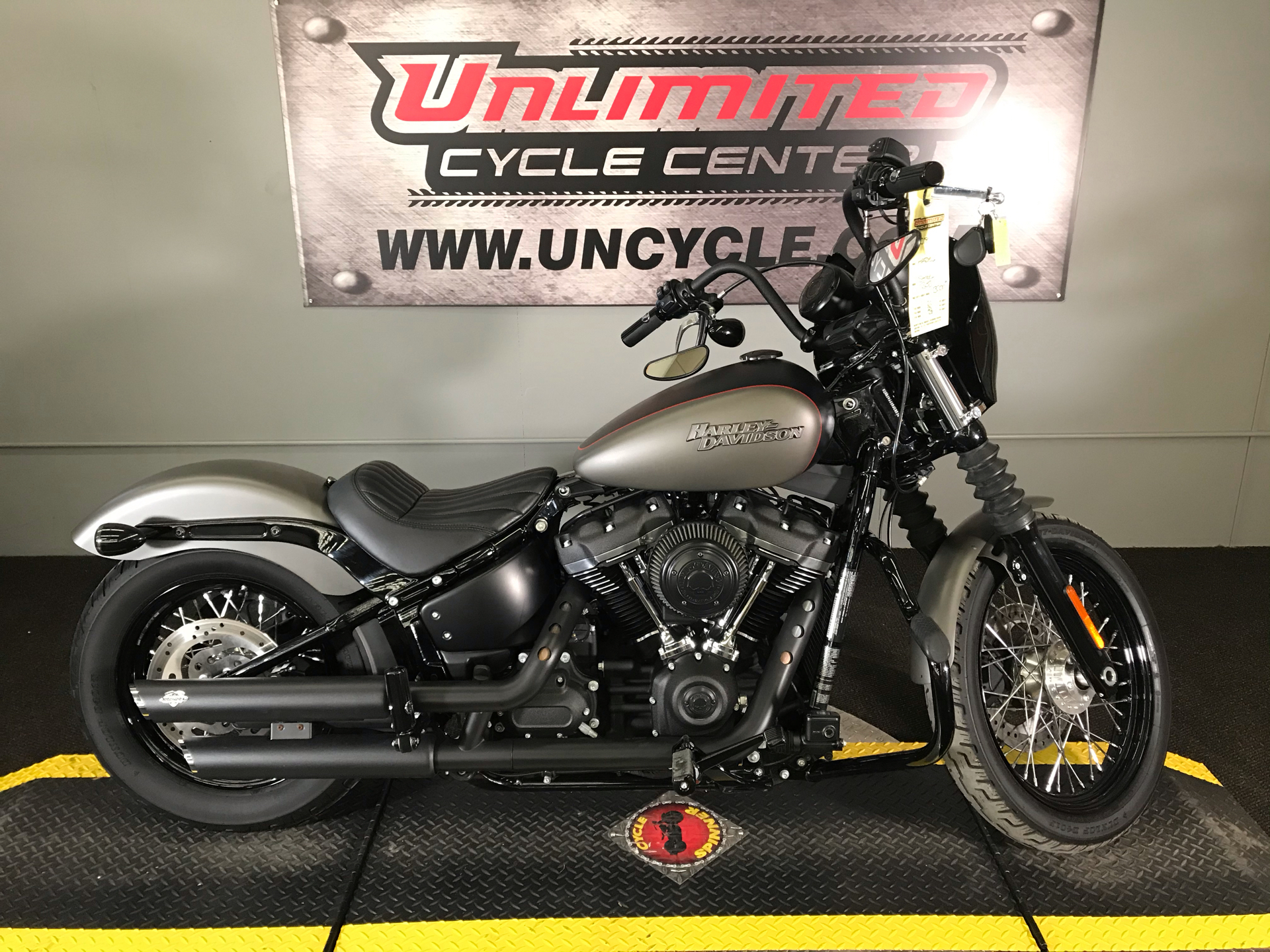 2018 Harley-Davidson Street Bob® 107 in Tyrone, Pennsylvania - Photo 2